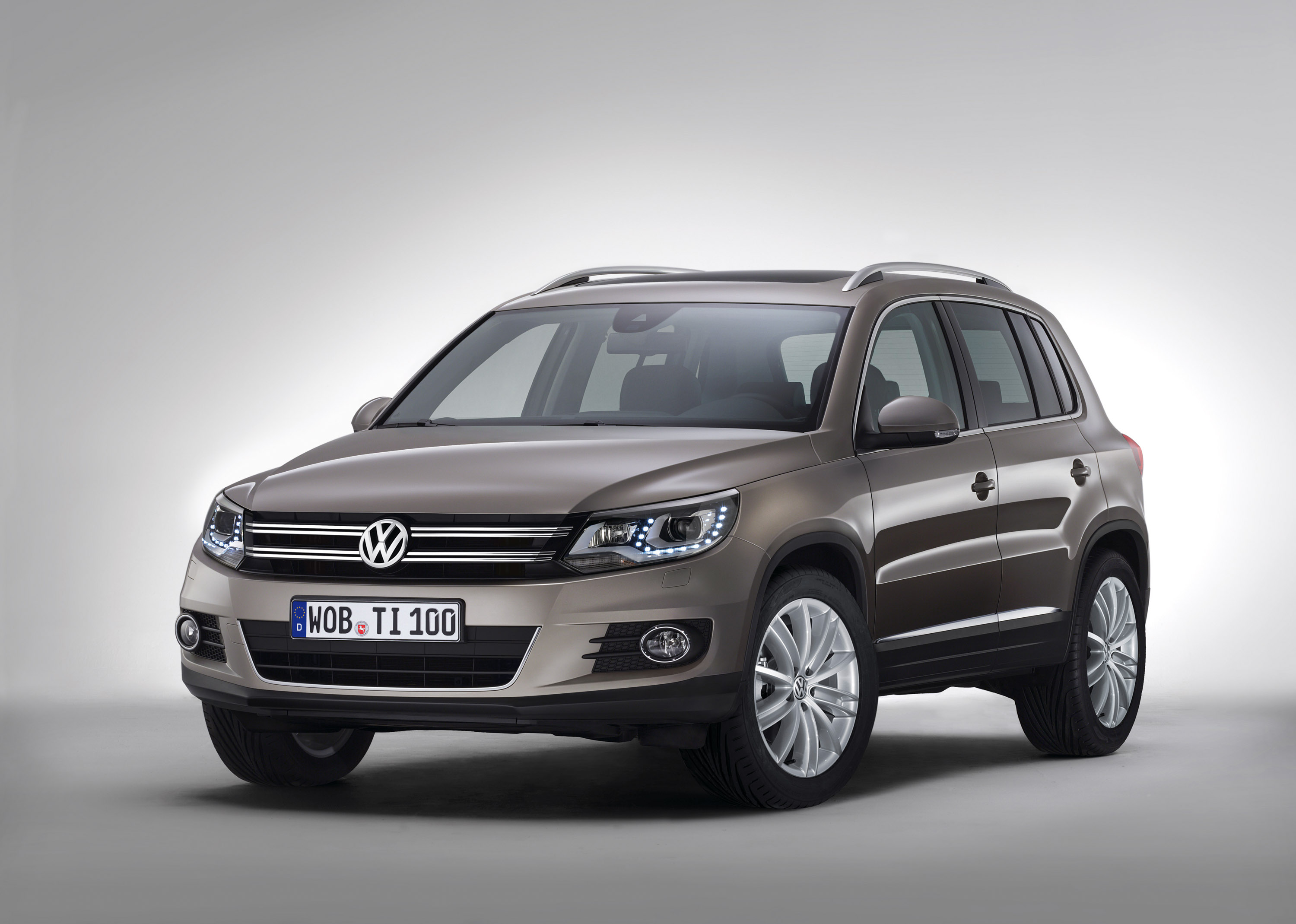 2016 volkswagen tiguan to have five and seven seat versions. Black Bedroom Furniture Sets. Home Design Ideas