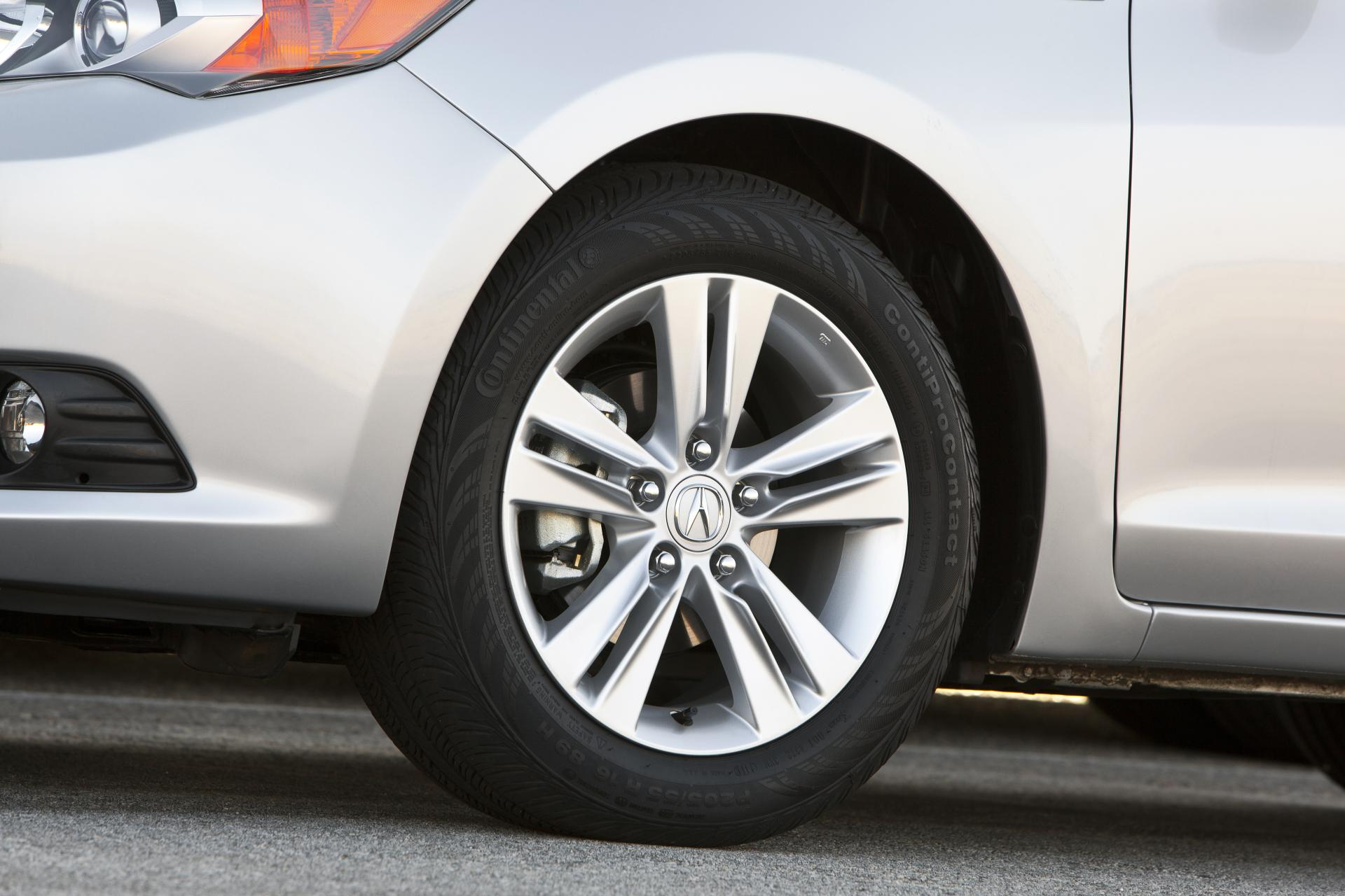 Innovative 2013 Acura ILX Car Installation [VIDEO]