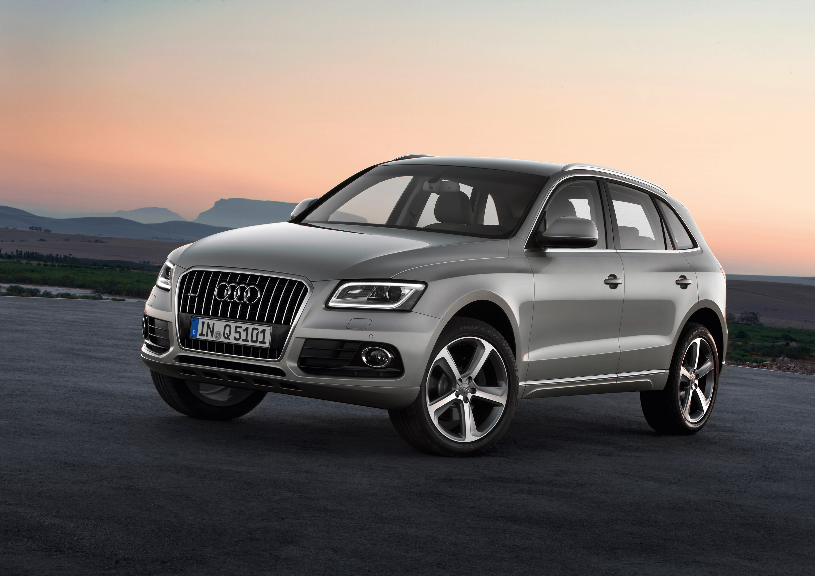 2013 audi q5 the updated high performance suv. Black Bedroom Furniture Sets. Home Design Ideas