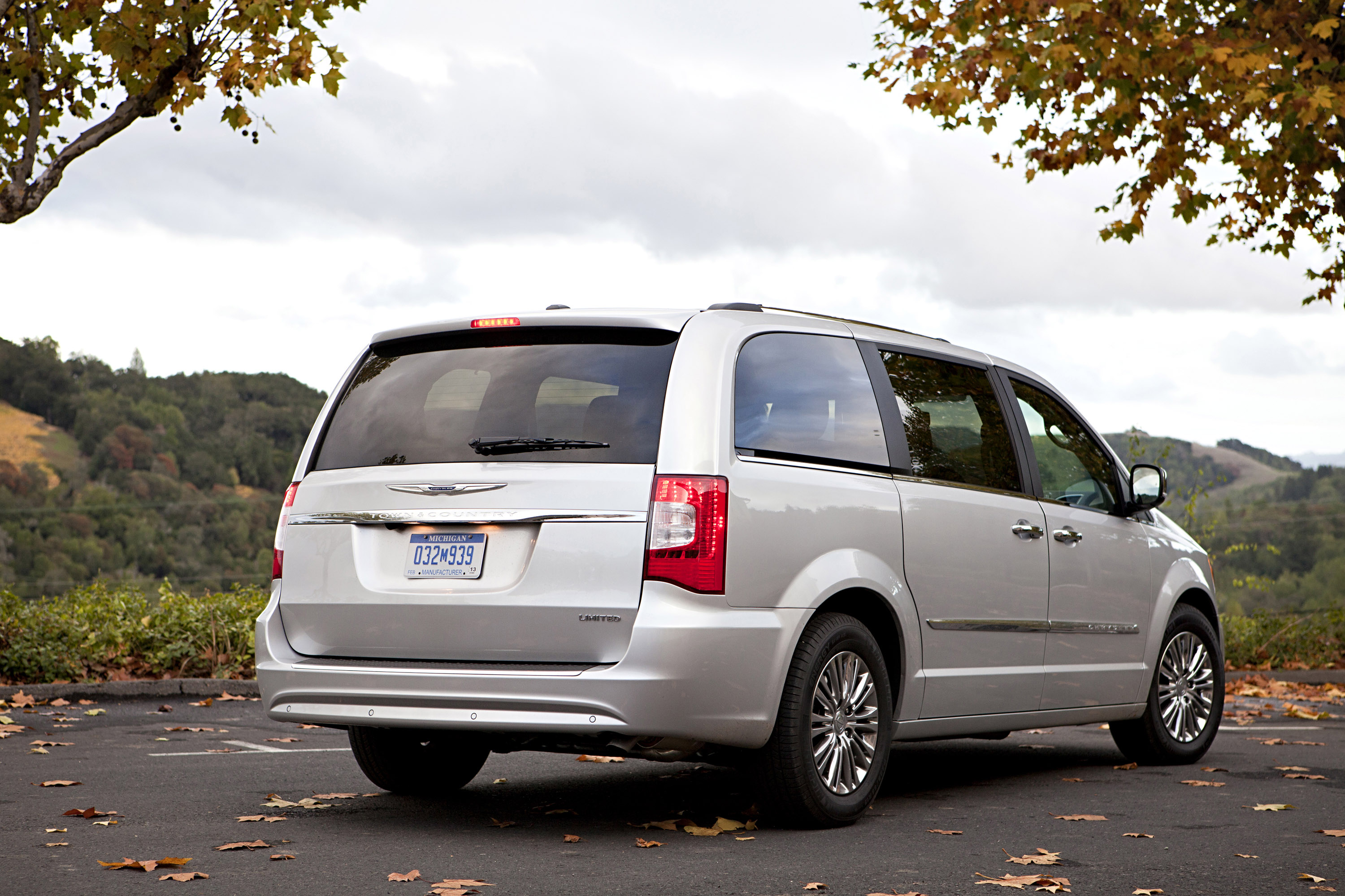 2013 chrysler town country s gets enhanced. Black Bedroom Furniture Sets. Home Design Ideas