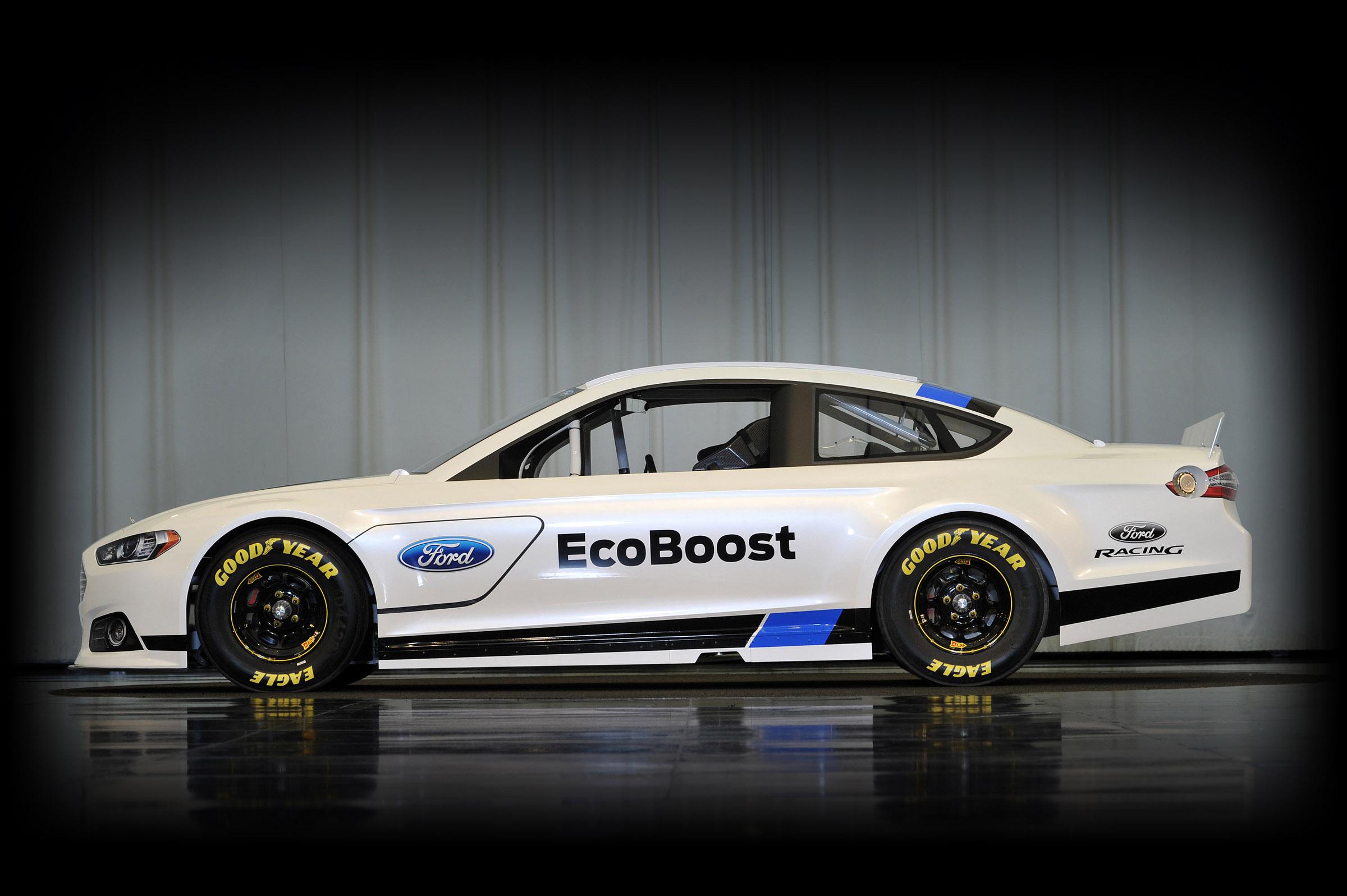 Новый Ford Fusion подготовлен для гонок NASCAR Sprint Cup. Фото.