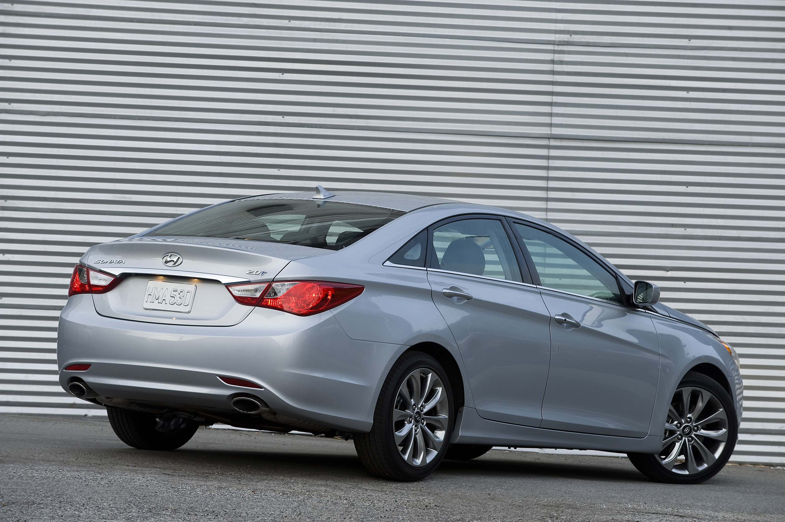 Research 2013                   HYUNDAI Sonata pictures, prices and reviews