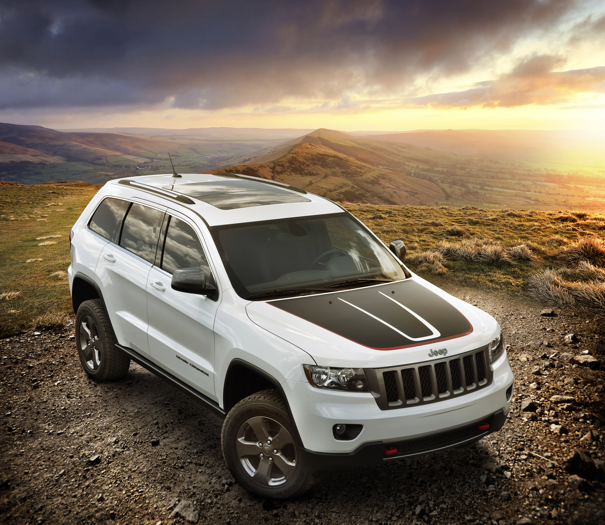 2013 jeep grand cherokee trailhawk and 2013 jeep wrangler moab. Black Bedroom Furniture Sets. Home Design Ideas