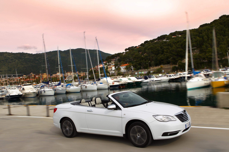 https://www.automobilesreview.com/gallery/2013-lancia-flavia-convertible/2013-lancia-flavia-convertible-12.jpg