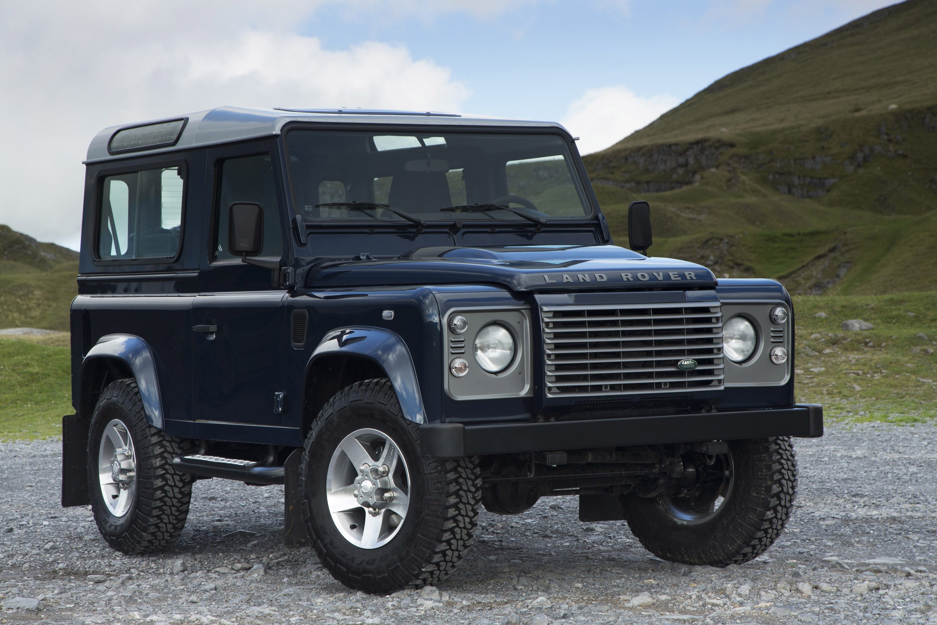 2013 Land Rover Defender Uk Picture 73982