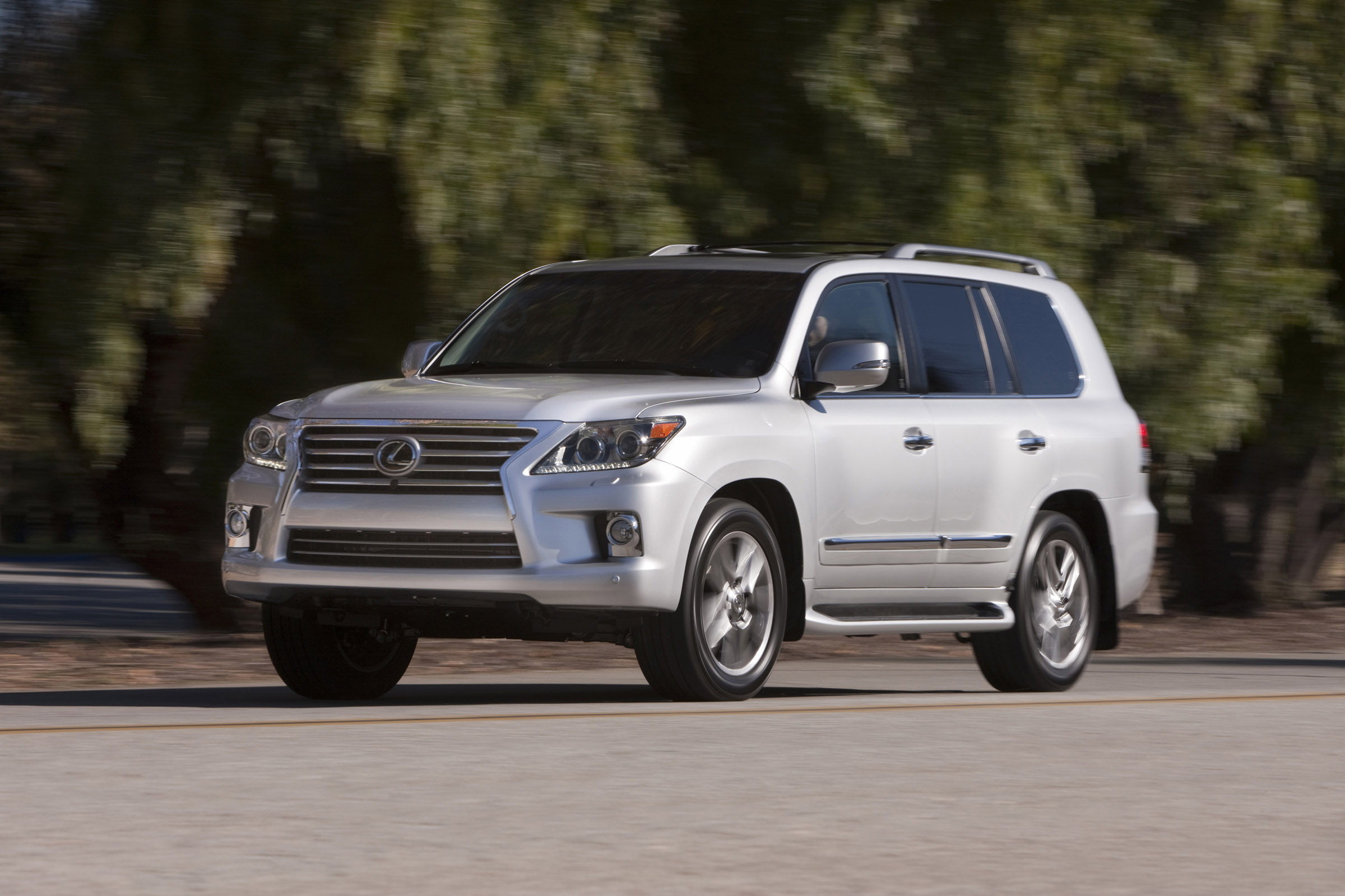 2013 lexus lx 570 suv with new look. Black Bedroom Furniture Sets. Home Design Ideas