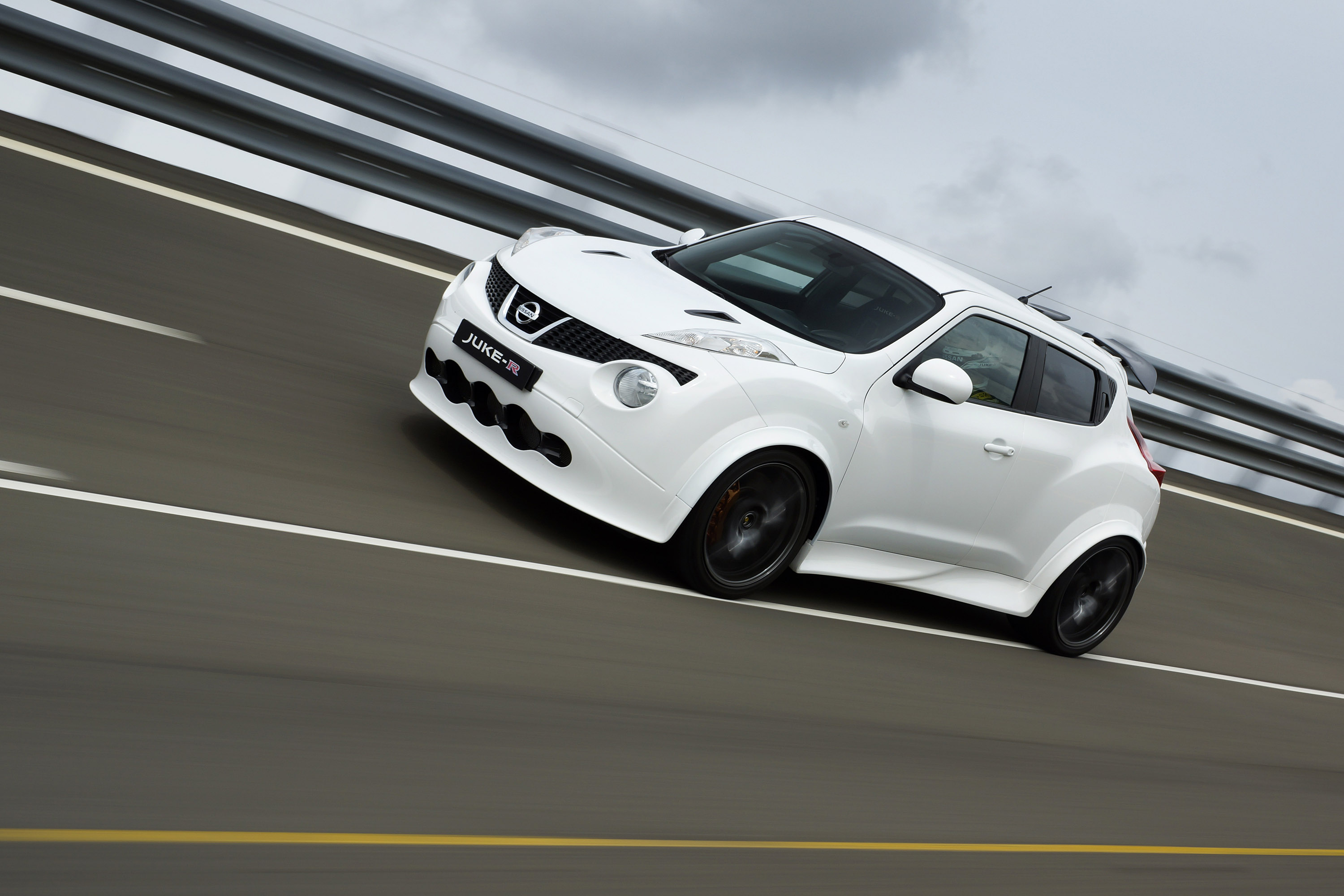 Nissan juke r gets new look and more power video 2013 nissan juke r 4 of 13 vanachro Images