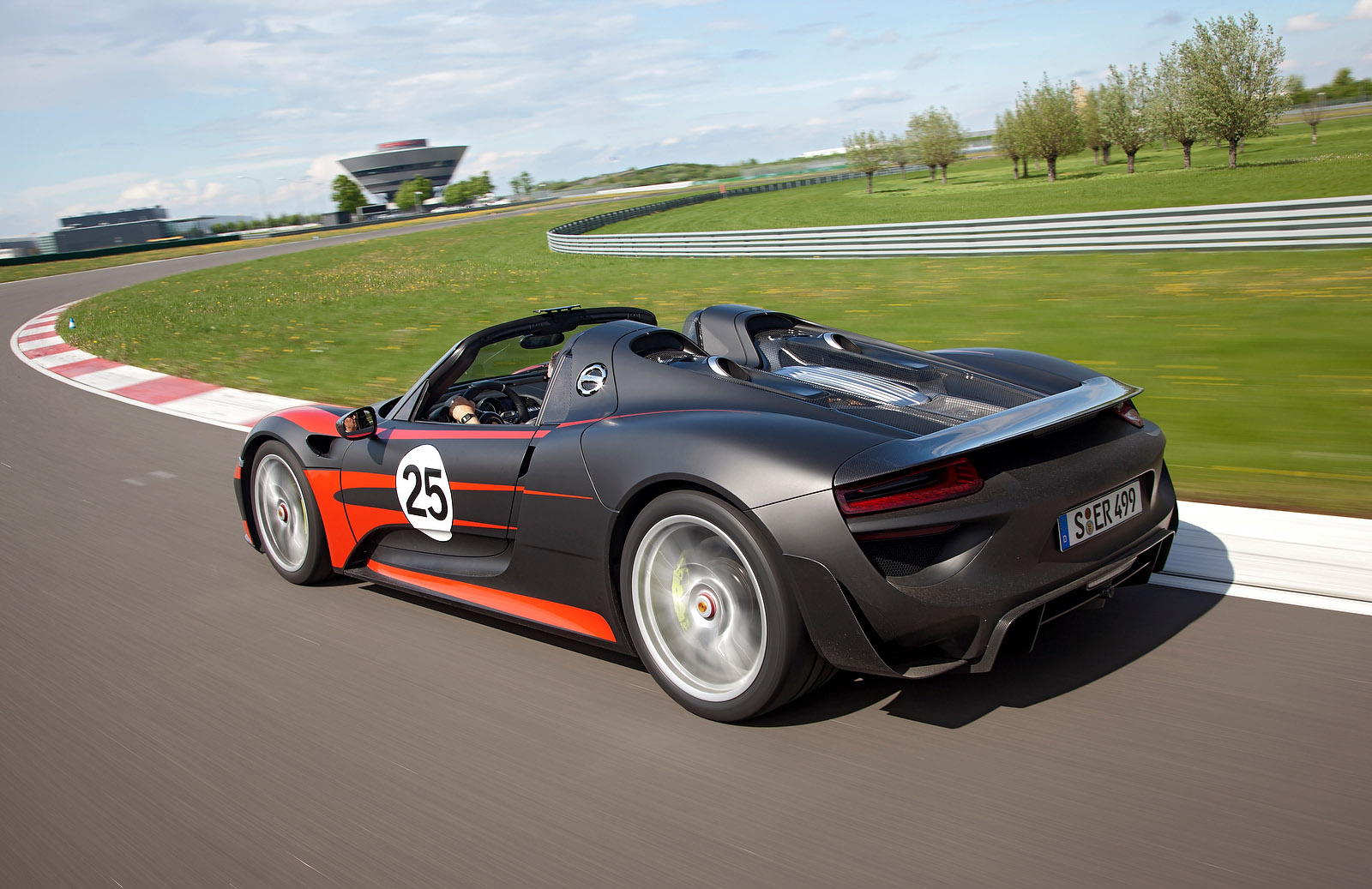 porsche 918 spyder celebrates world debut in frankfurt. Black Bedroom Furniture Sets. Home Design Ideas