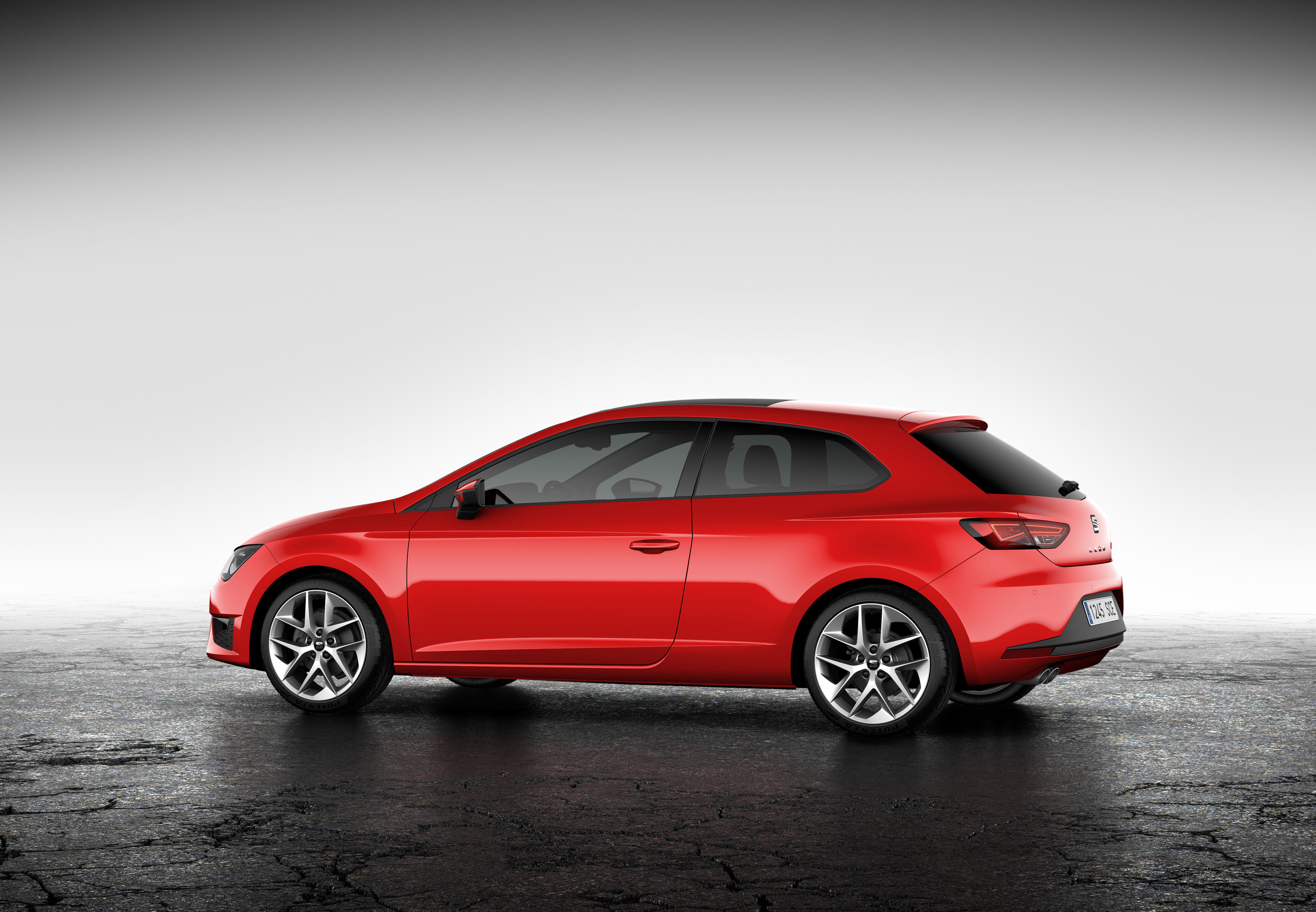 2013 seat leon sc at the geneva motor show. Black Bedroom Furniture Sets. Home Design Ideas