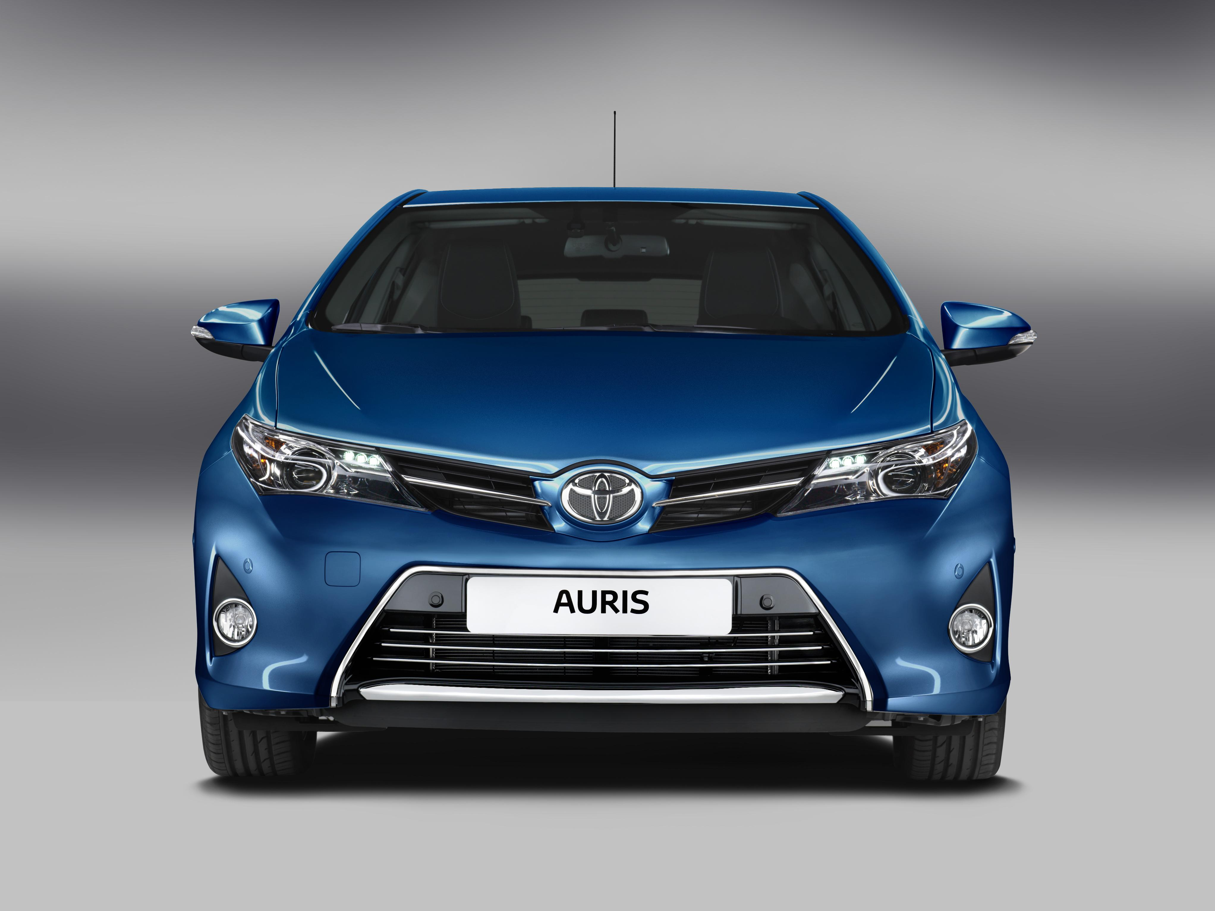 2013 toyota auris hybrid to debut in paris. Black Bedroom Furniture Sets. Home Design Ideas