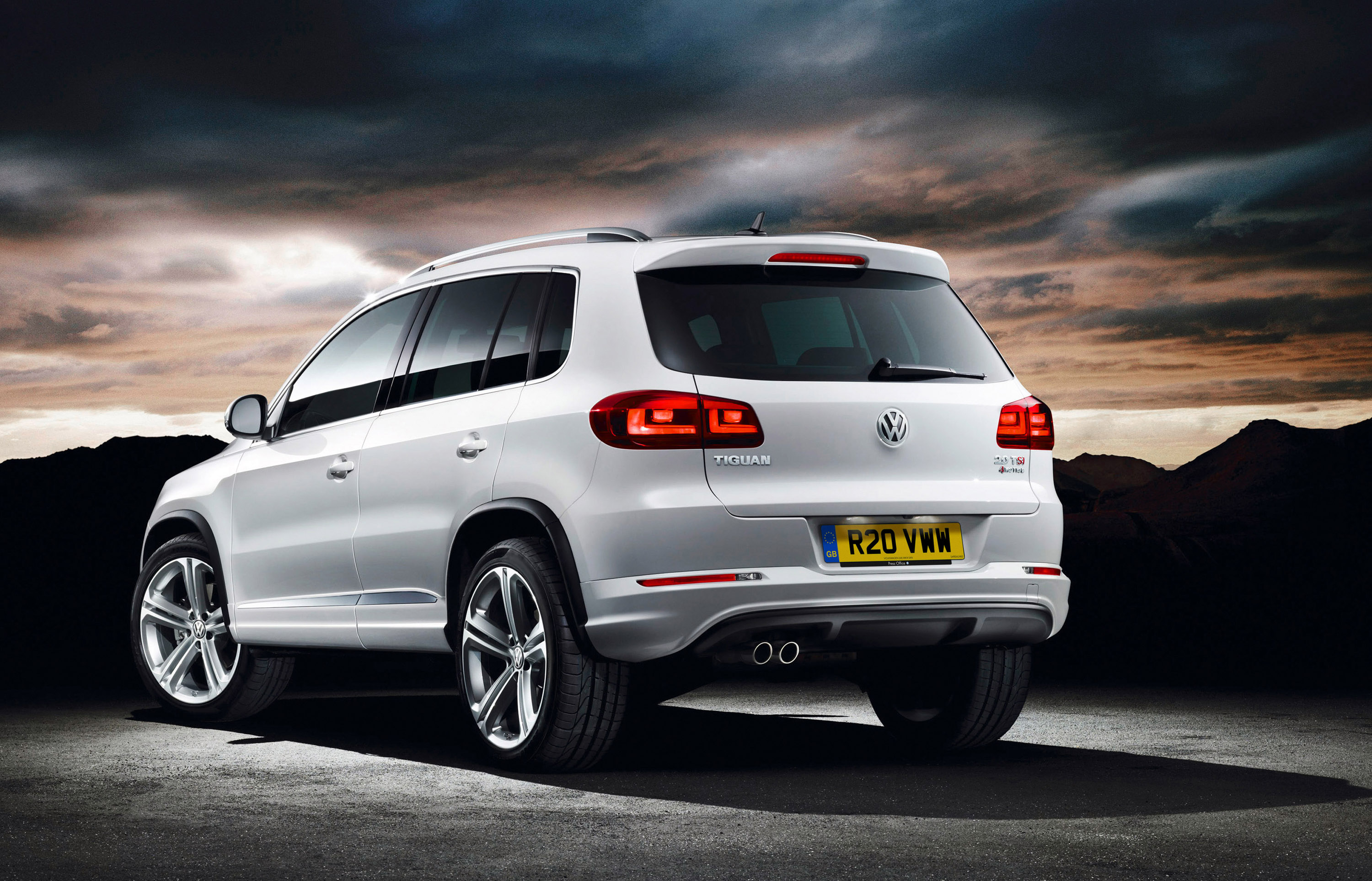 2013 volkswagen tiguan r line pricing announced. Black Bedroom Furniture Sets. Home Design Ideas