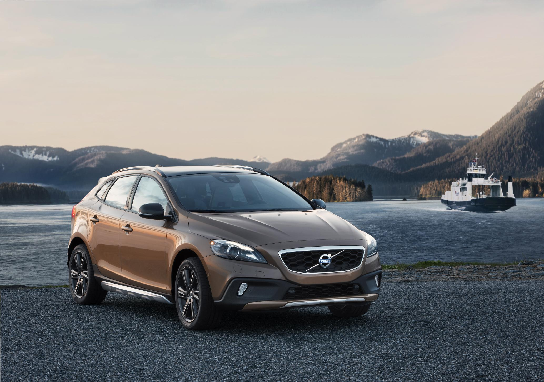 volvo v40 cross country gets all wheel drive. Black Bedroom Furniture Sets. Home Design Ideas