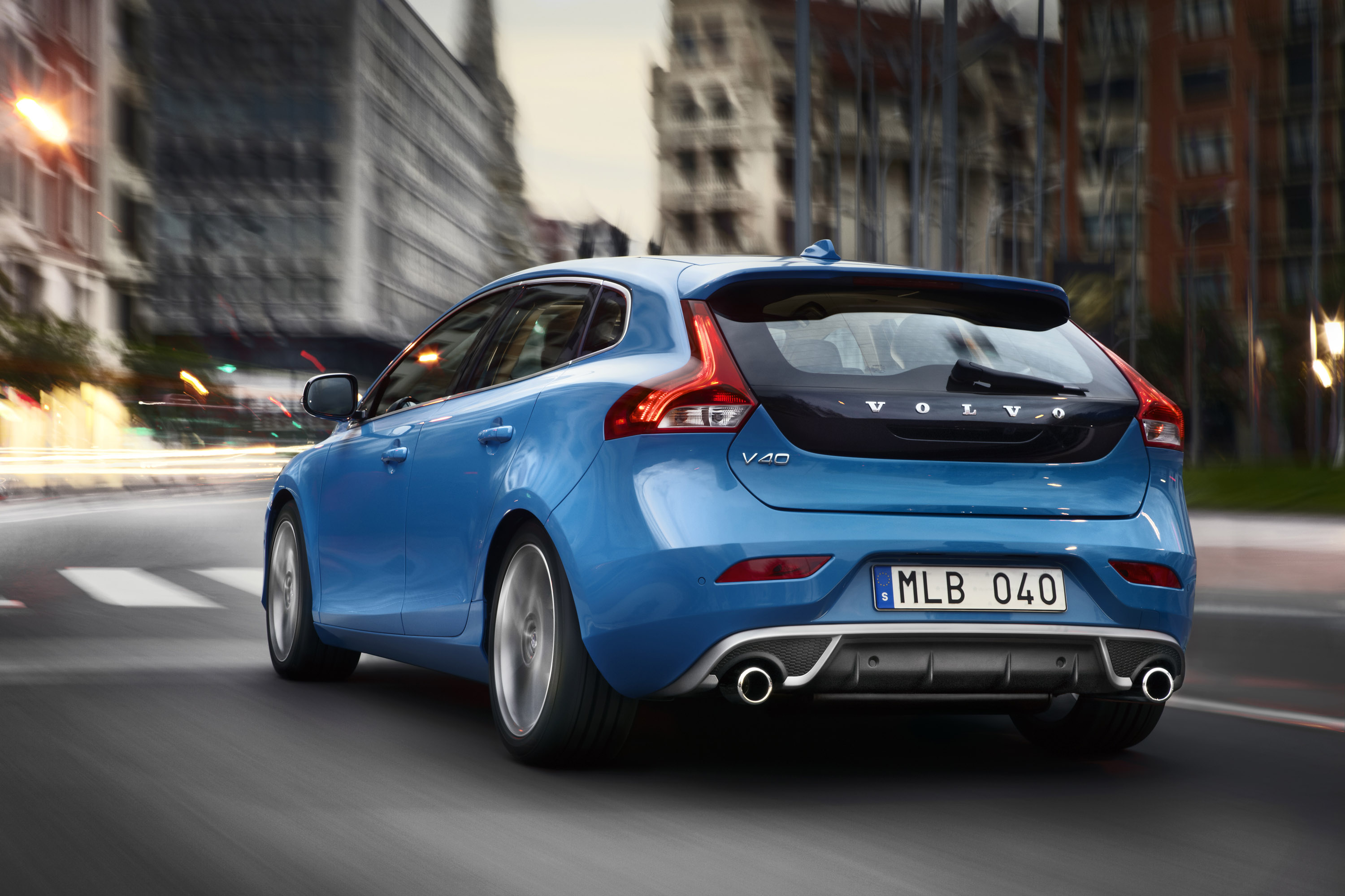 2013 Volvo V40 R-Design Debuts in Paris [VIDEO]