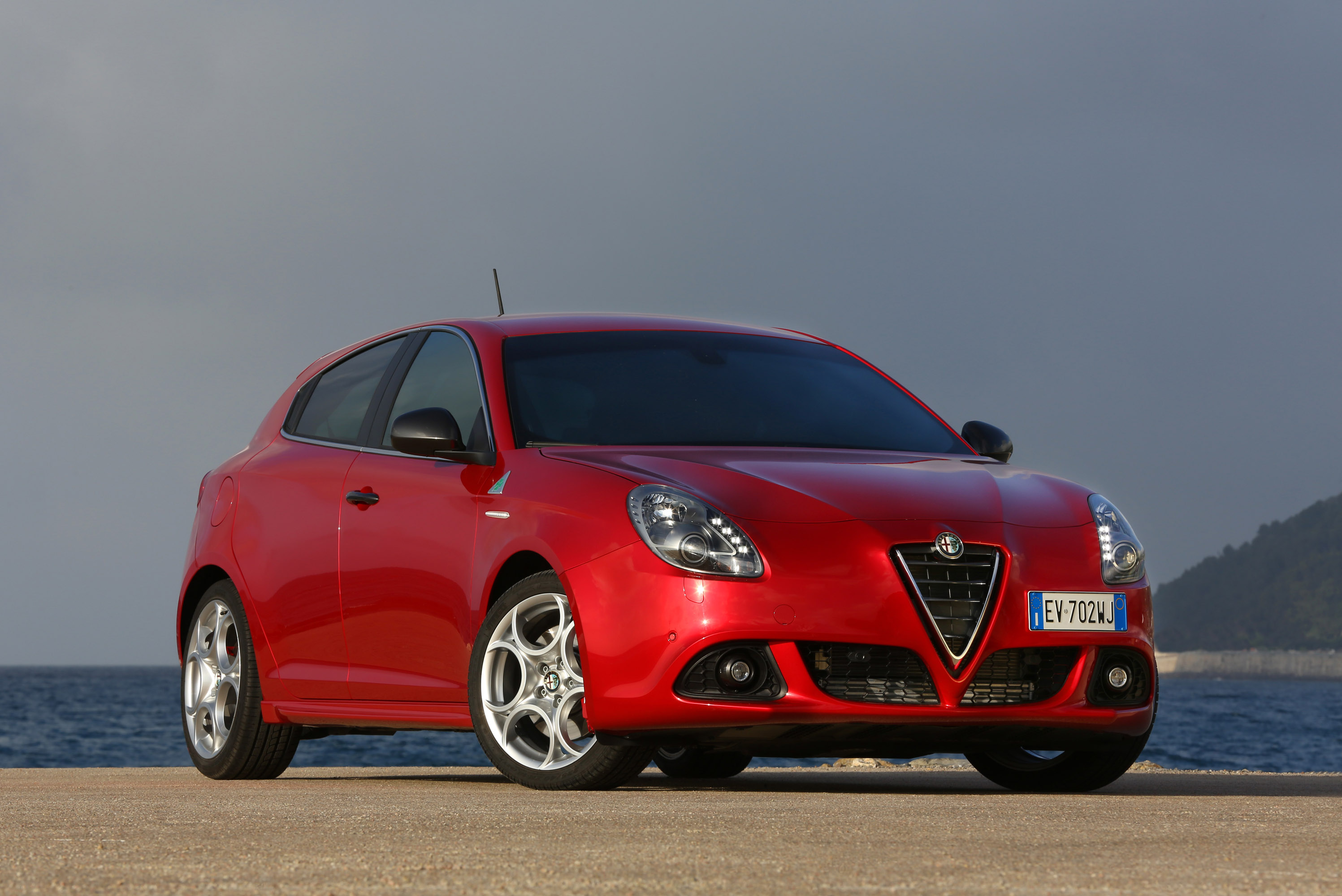 alfa romeo mito and giulietta quadrifoglio verde debut at. Black Bedroom Furniture Sets. Home Design Ideas