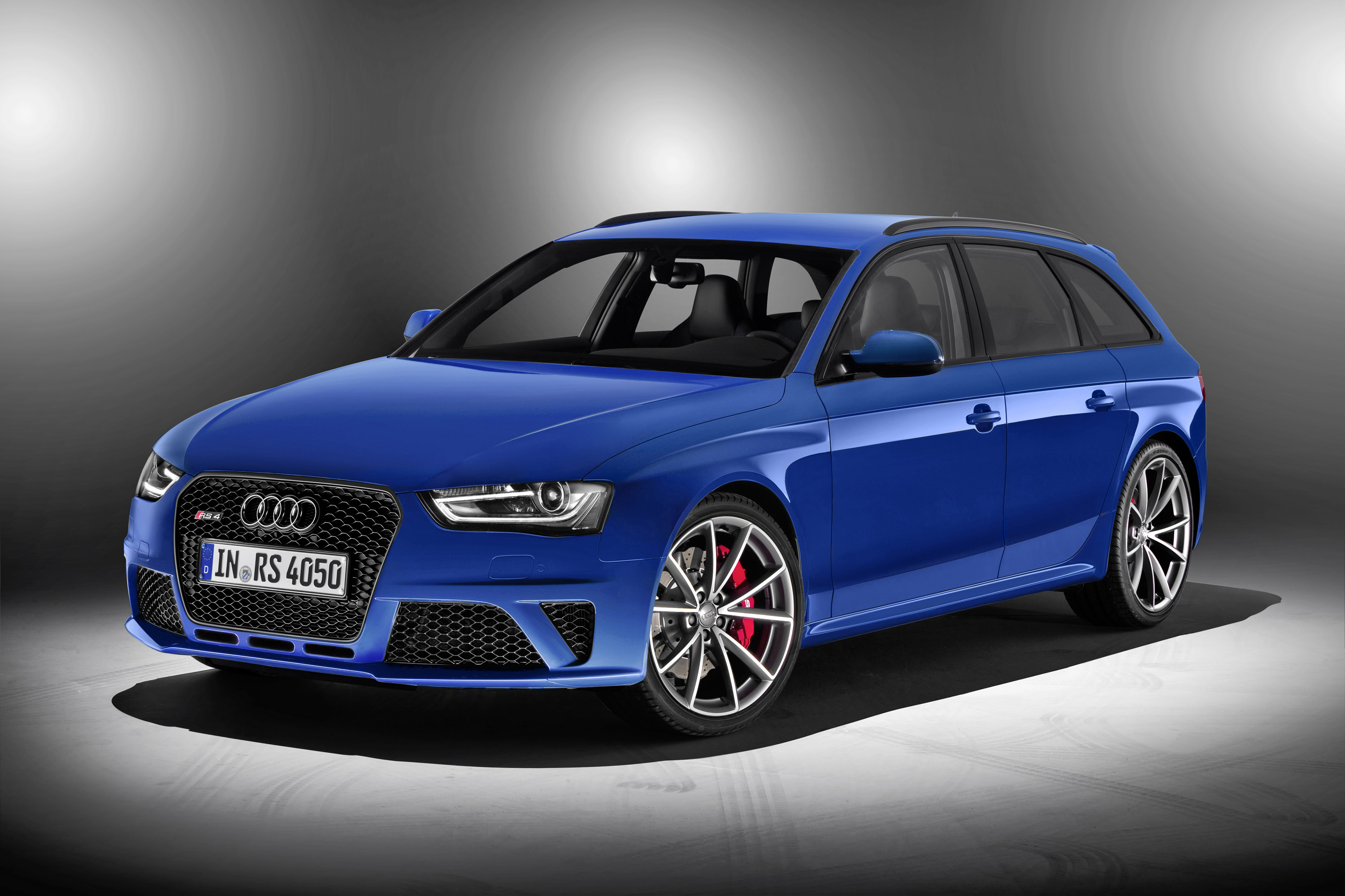 http://www.automobilesreview.com/gallery/2014-audi-rs4-avant-nogaro/2014-audi-rs4-avant-nogaro-01.jpg