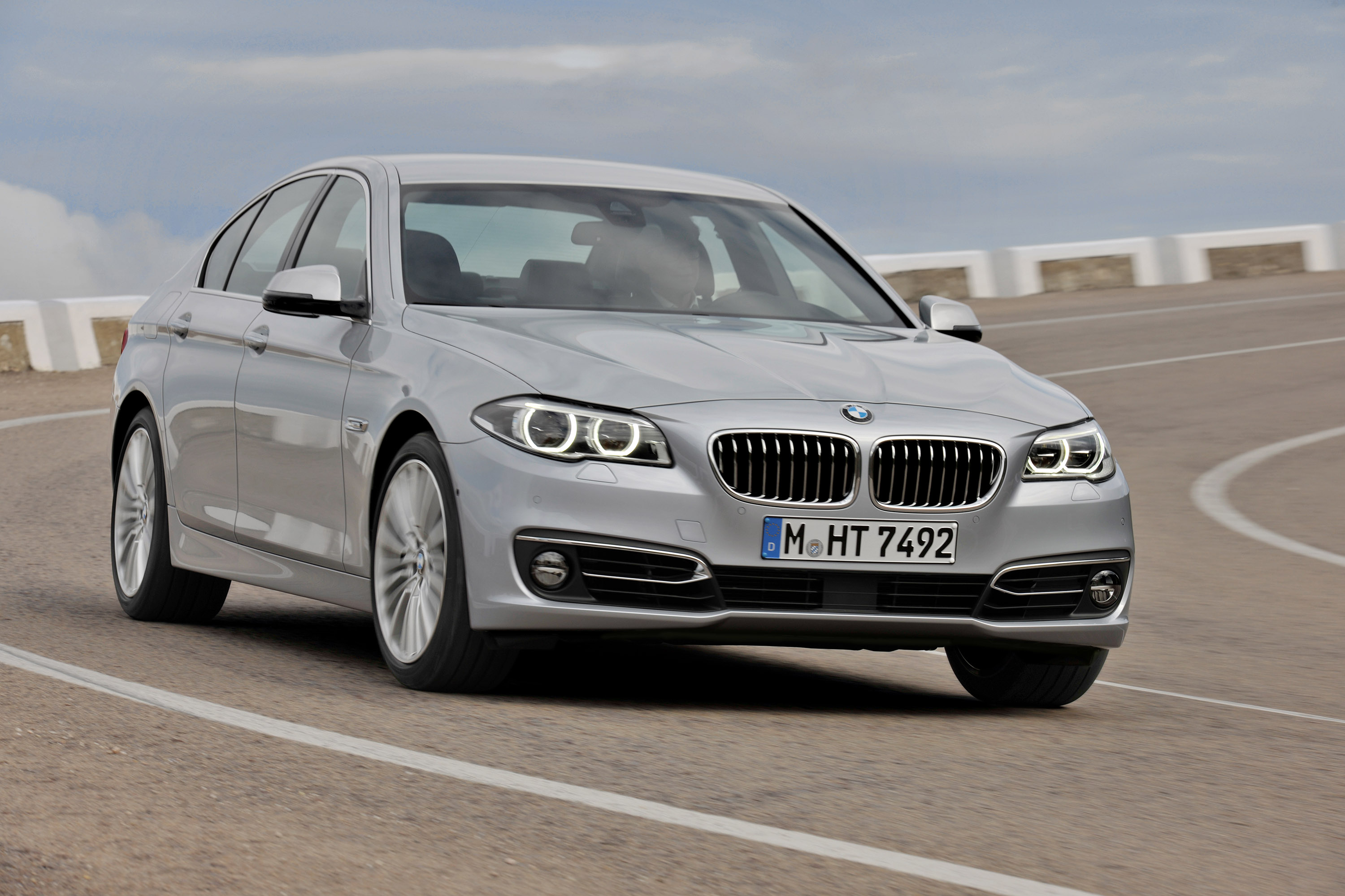 bmw 5 series sedan and gran turismo specifications and. Black Bedroom Furniture Sets. Home Design Ideas