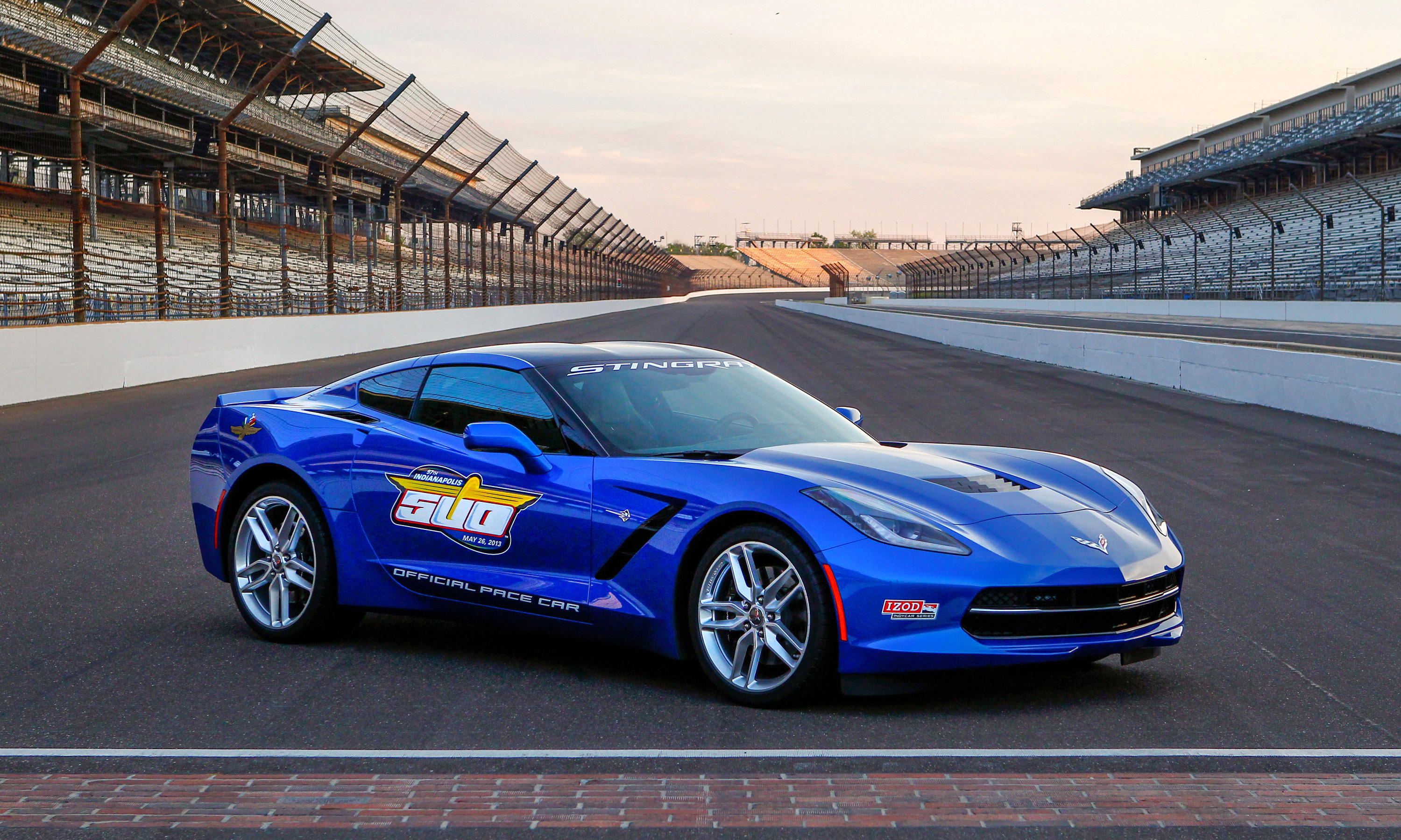 2014 chevrolet corvette stingray to pace indy 500. Black Bedroom Furniture Sets. Home Design Ideas