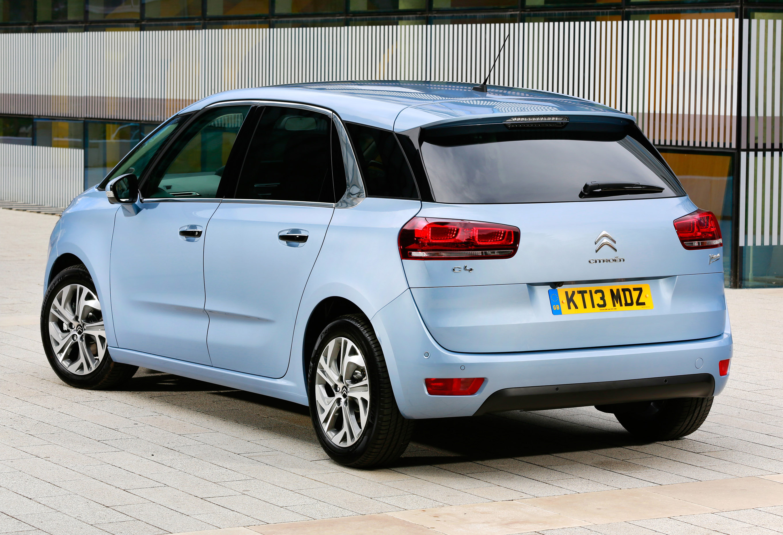 2014 citroen c4 picasso an innovative mpv. Black Bedroom Furniture Sets. Home Design Ideas