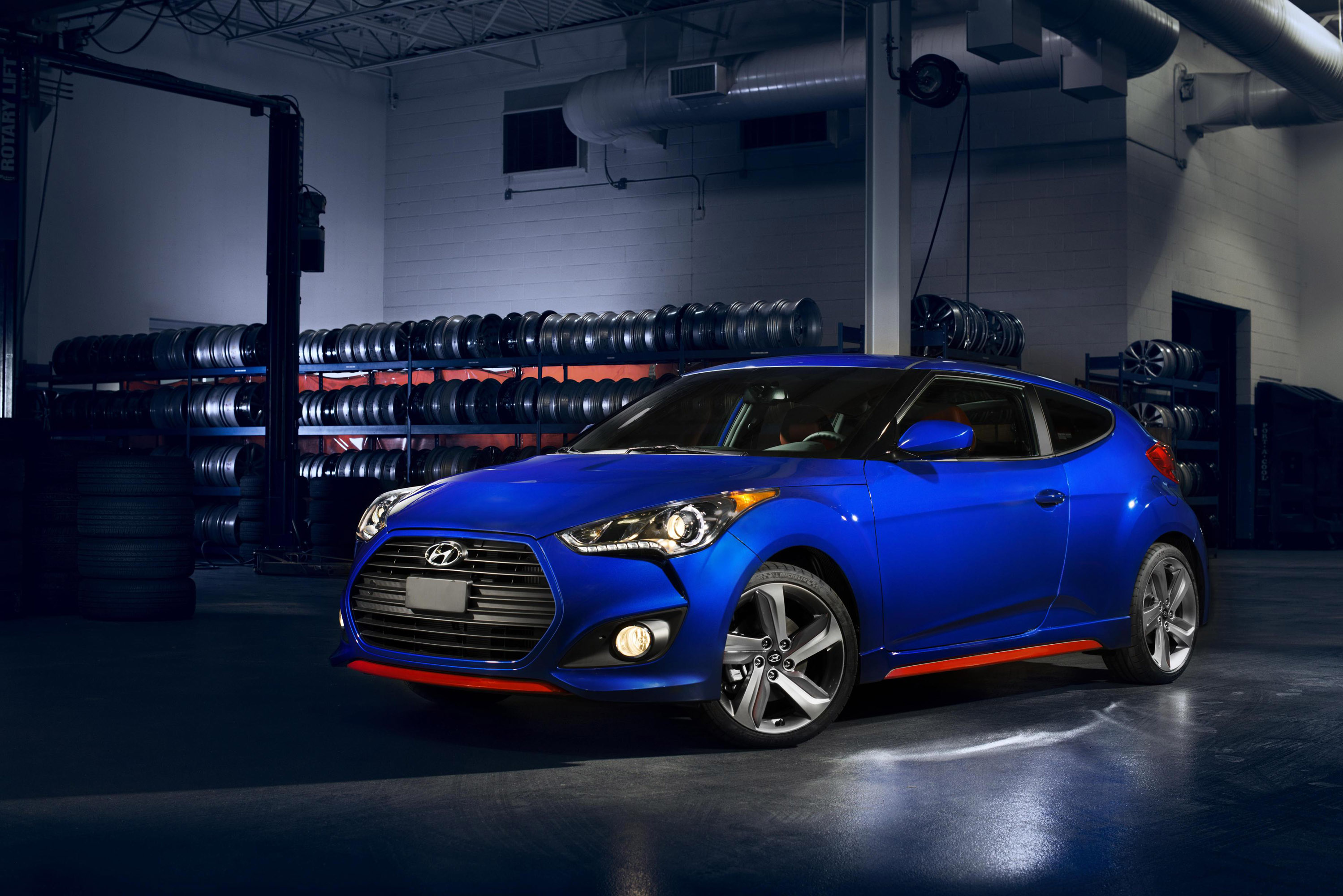 2014 Hyundai Veloster Turbo R-Spec Gets Sporting Equipment