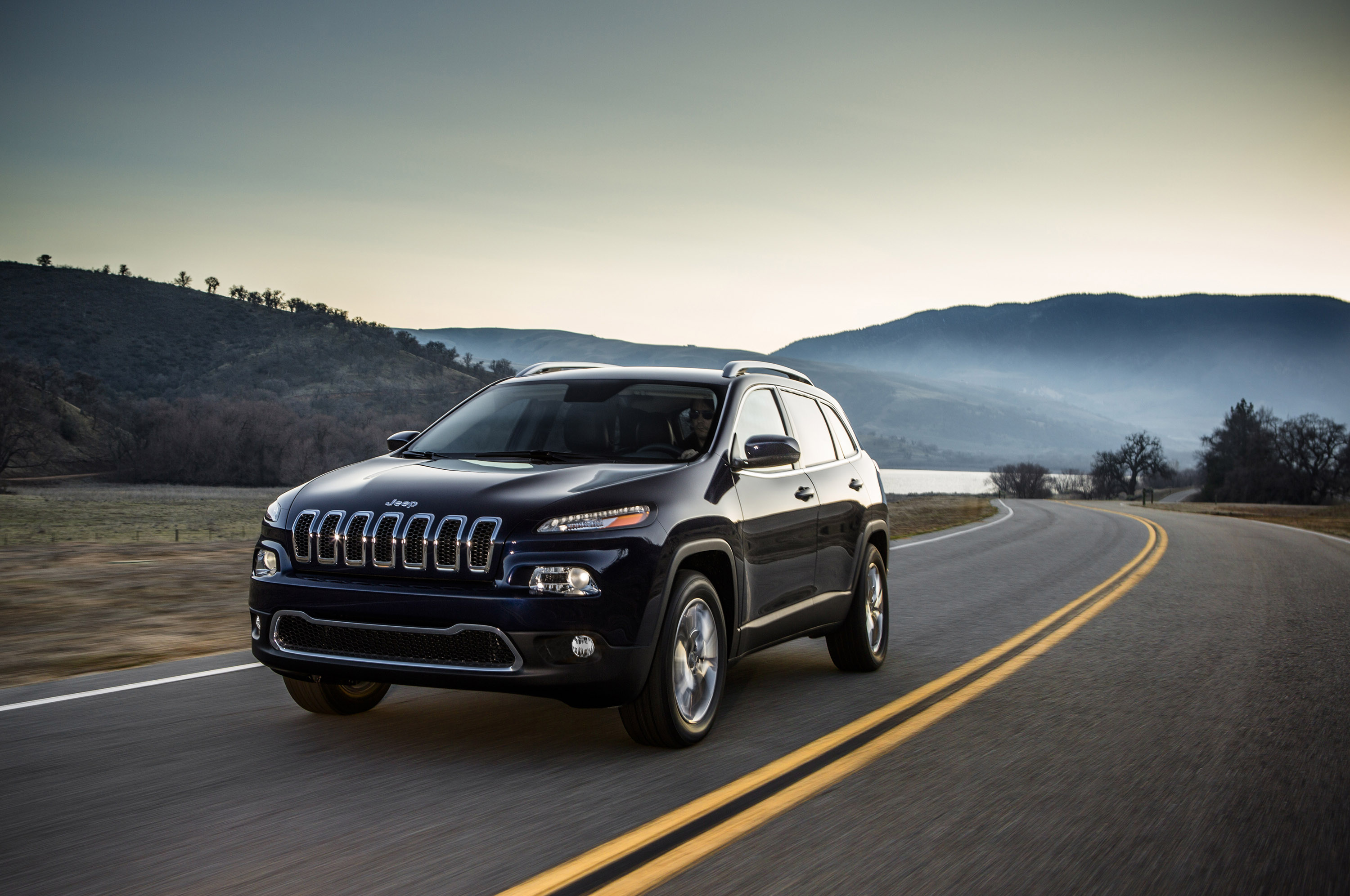 Comment on Jeep, Yılda 250,000 Cherokee Üretecek.  Share on Tumblr.
