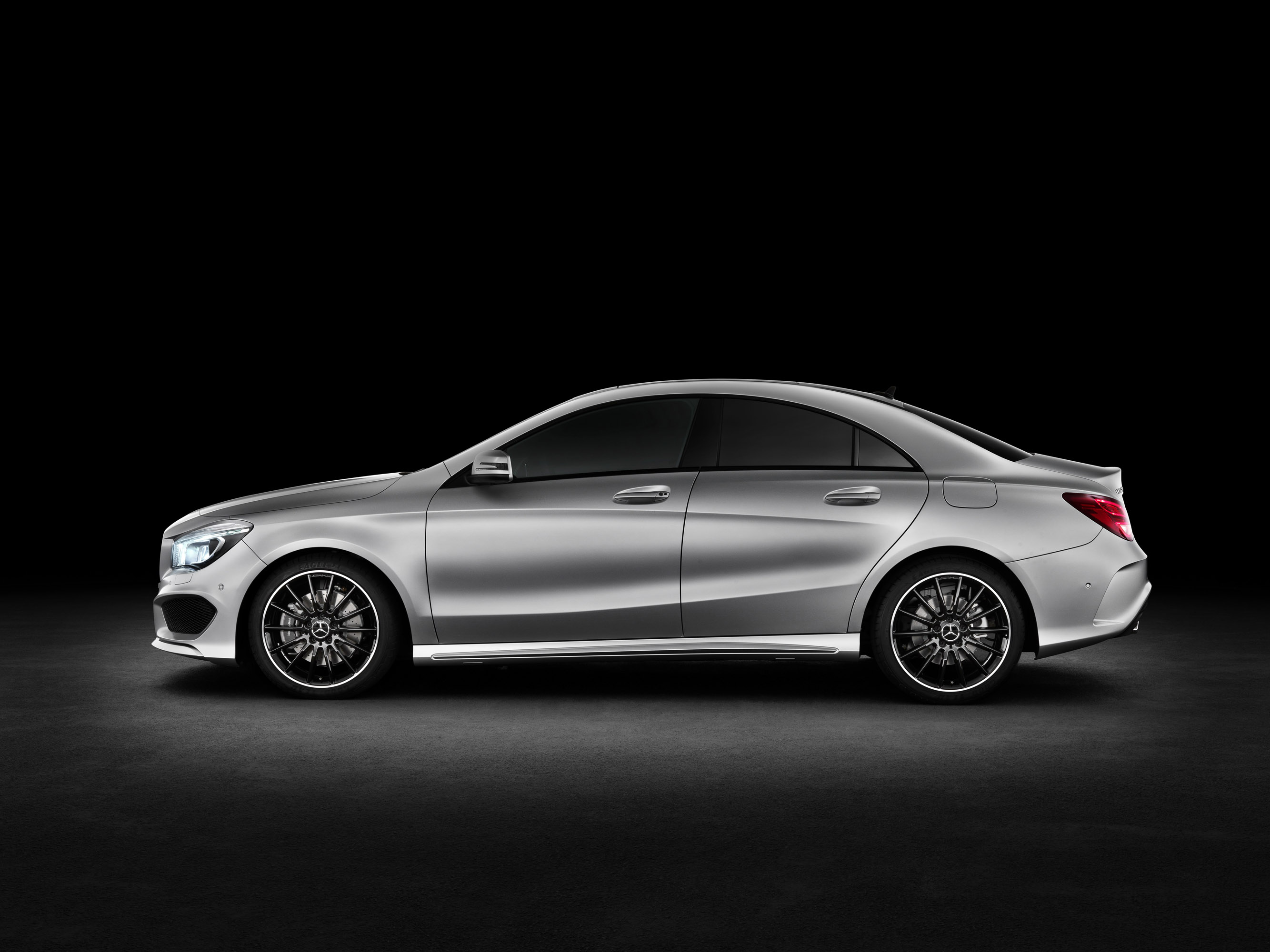 Mercedes benz cla gets ready for 2015 with more features for Mercedes benz cla 250 top speed