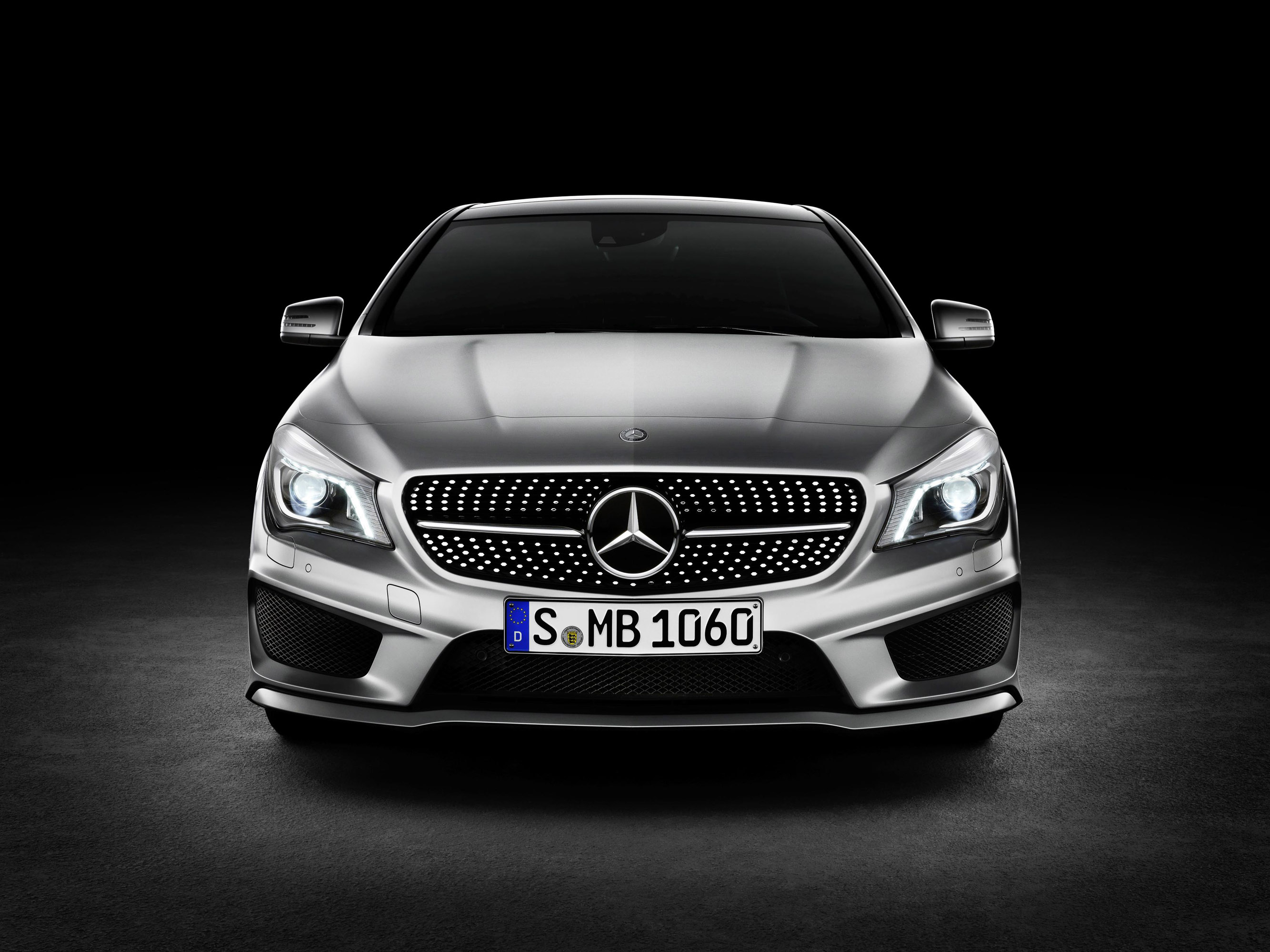 mercedes benz establishes new segment with cla class. Black Bedroom Furniture Sets. Home Design Ideas