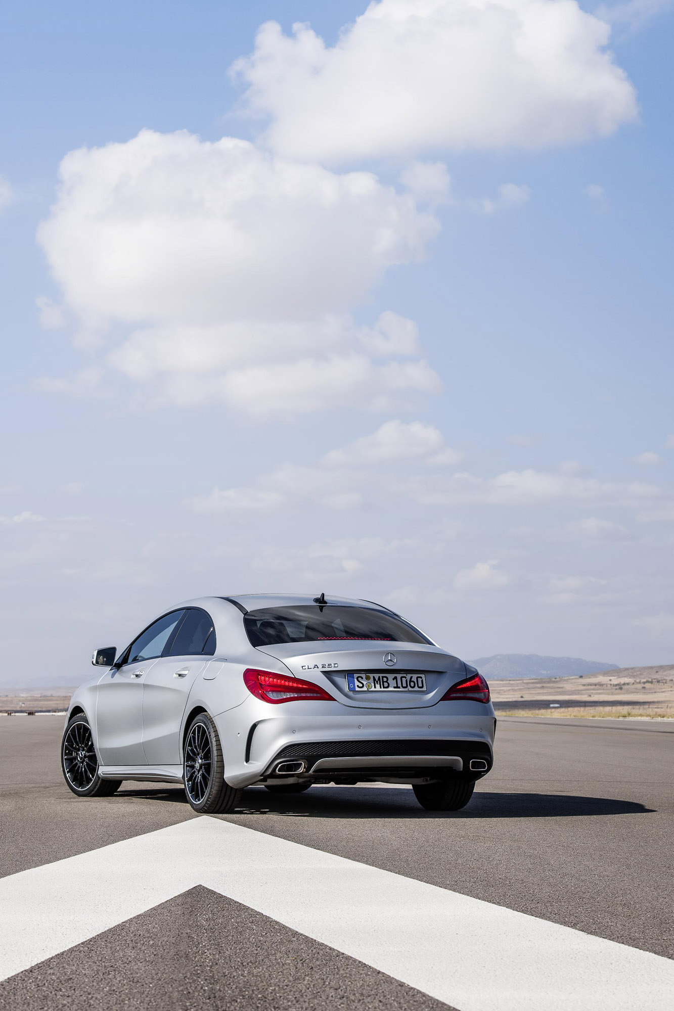 Mercedes benz establishes new segment with cla class for Mercedes benz cla 350