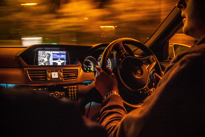 http://www.automobilesreview.com/gallery/2014-mercedes-benz-e-300-bluetec-hybrid/2014-mercedes-benz-e-300-bluetec-hybrid-18.jpg