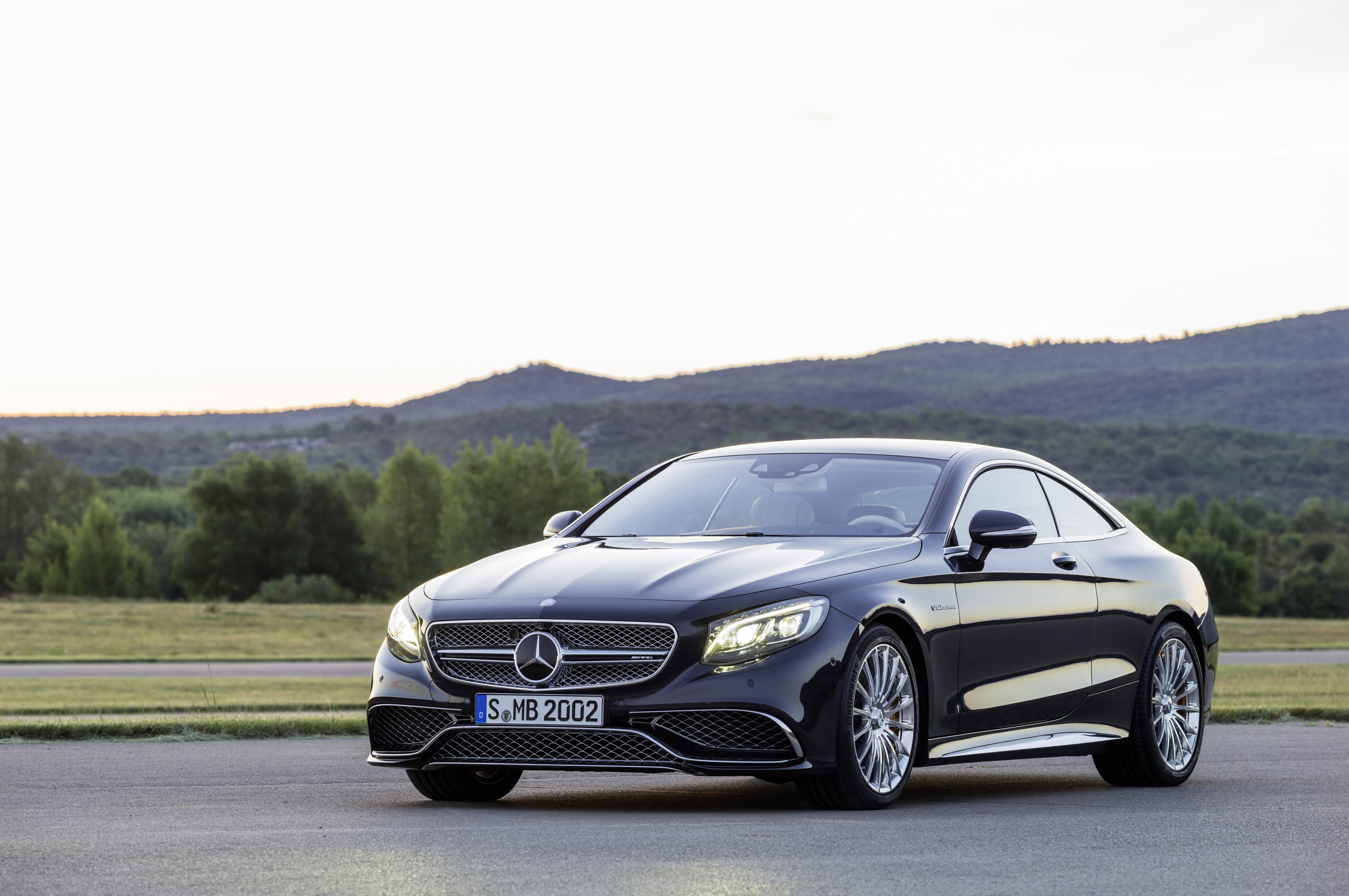 mercedes benz s65 amg coupe at the 2014 moscow motor show