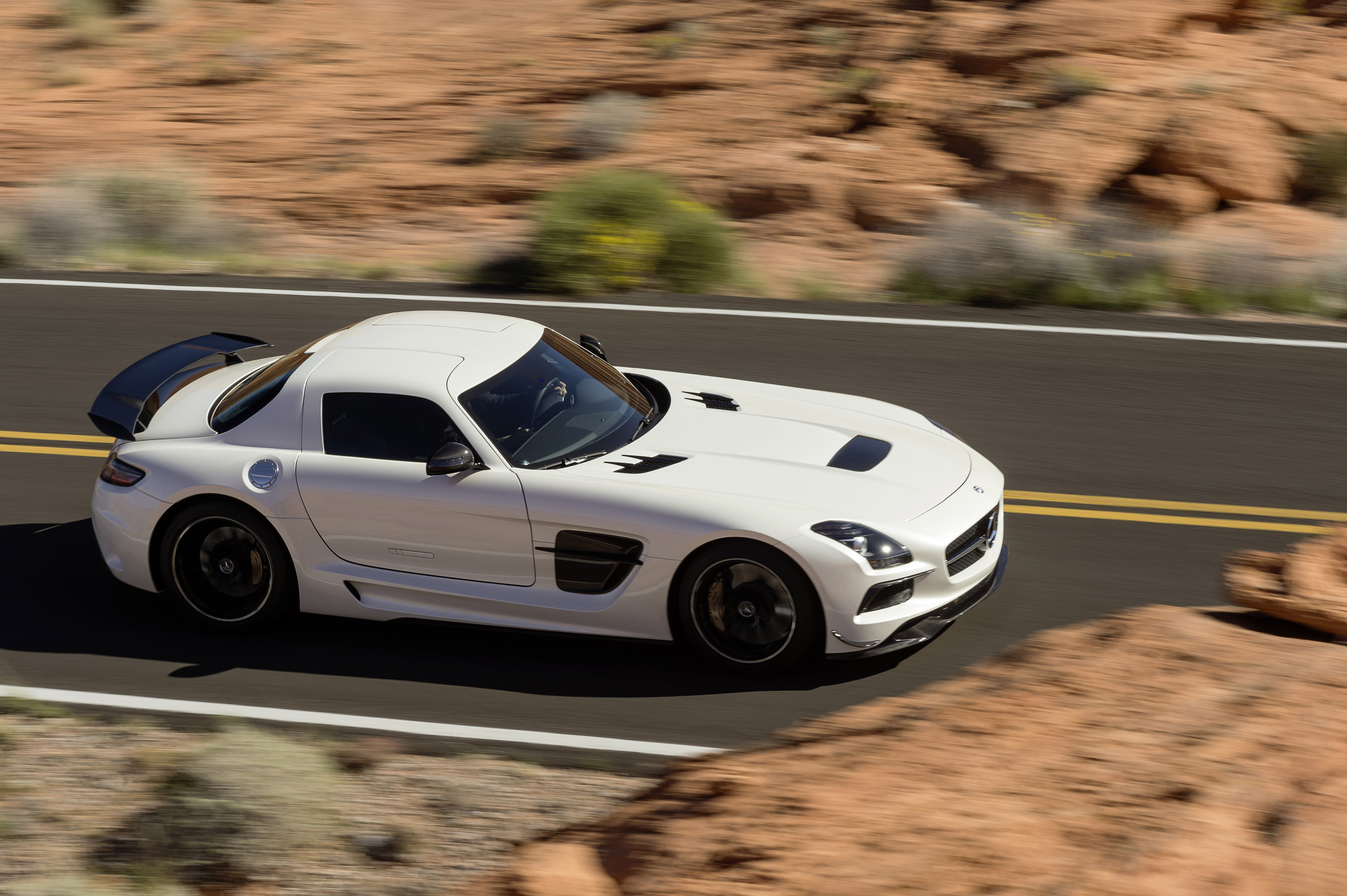 2014 mercedes benz sls amg coup black series revealed. Black Bedroom Furniture Sets. Home Design Ideas