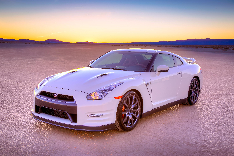 ... 2014 Nissan GT R, ...
