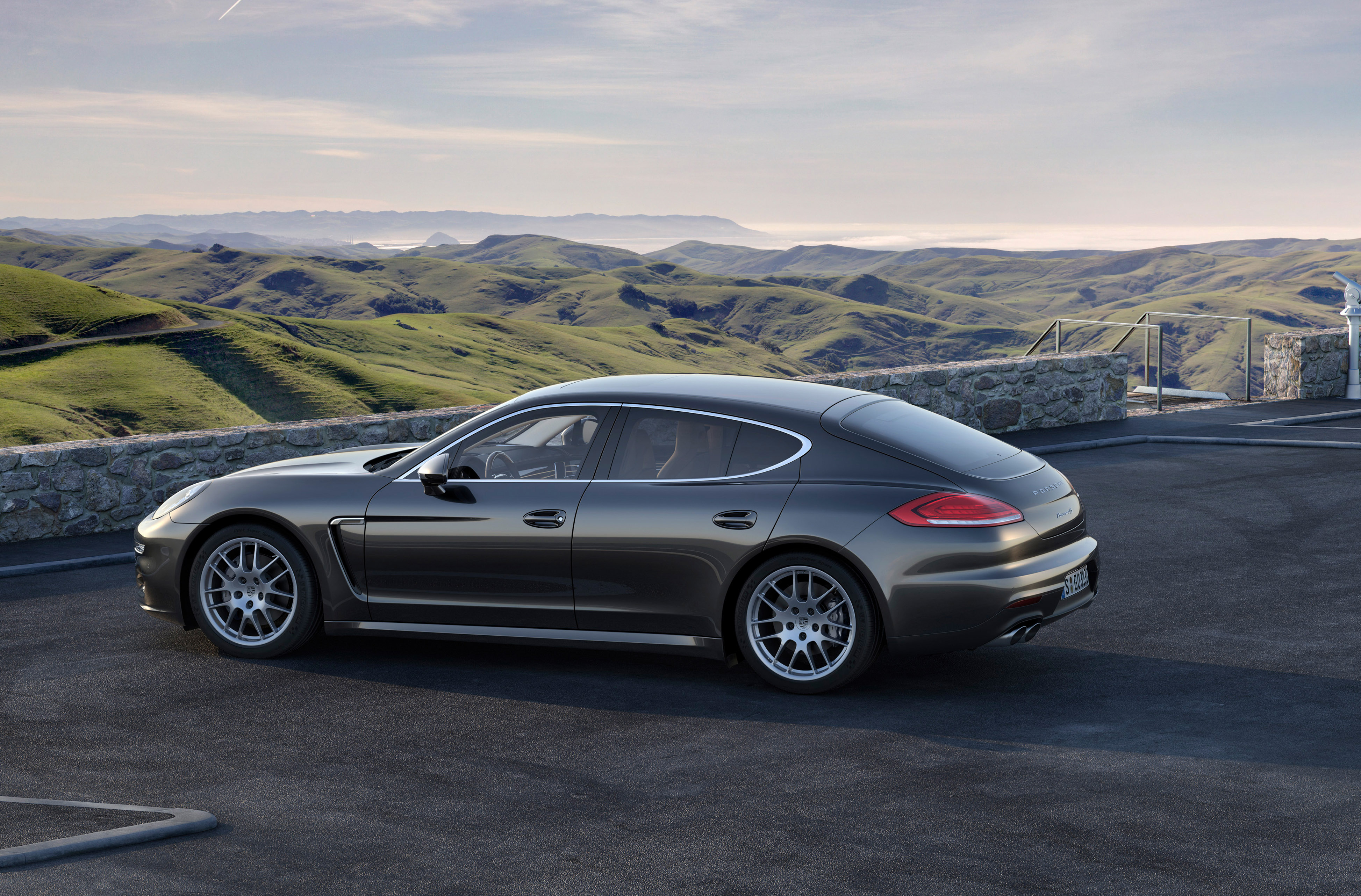 2014 porsche panamera e hybrid revealed. Black Bedroom Furniture Sets. Home Design Ideas