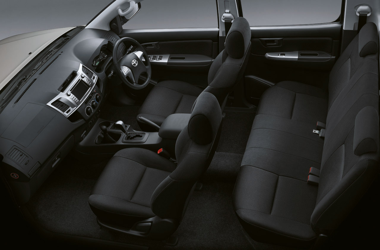 Displaying 16> Images For - 2014 Toyota Hilux Interior