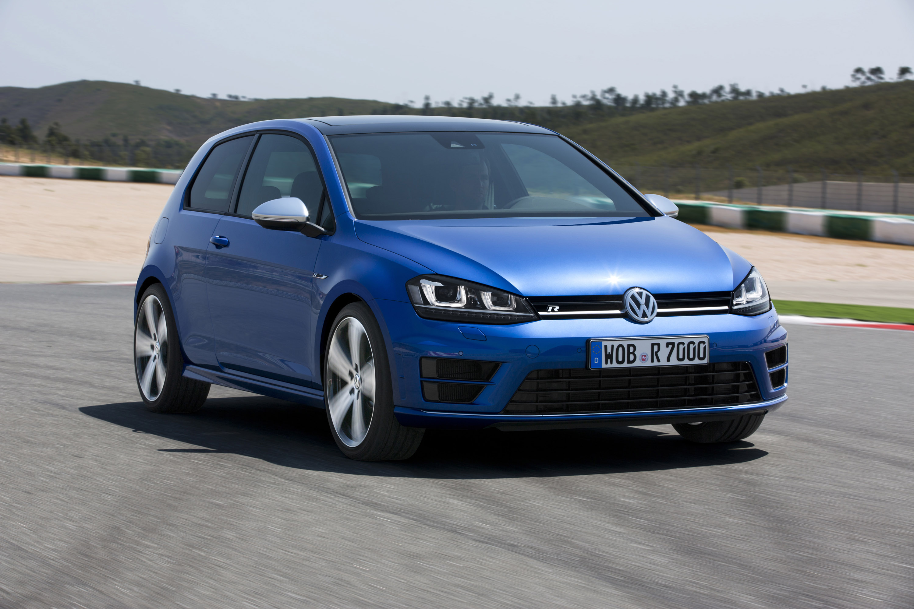2014 volkswagen golf vii r 300hp and 380nm. Black Bedroom Furniture Sets. Home Design Ideas