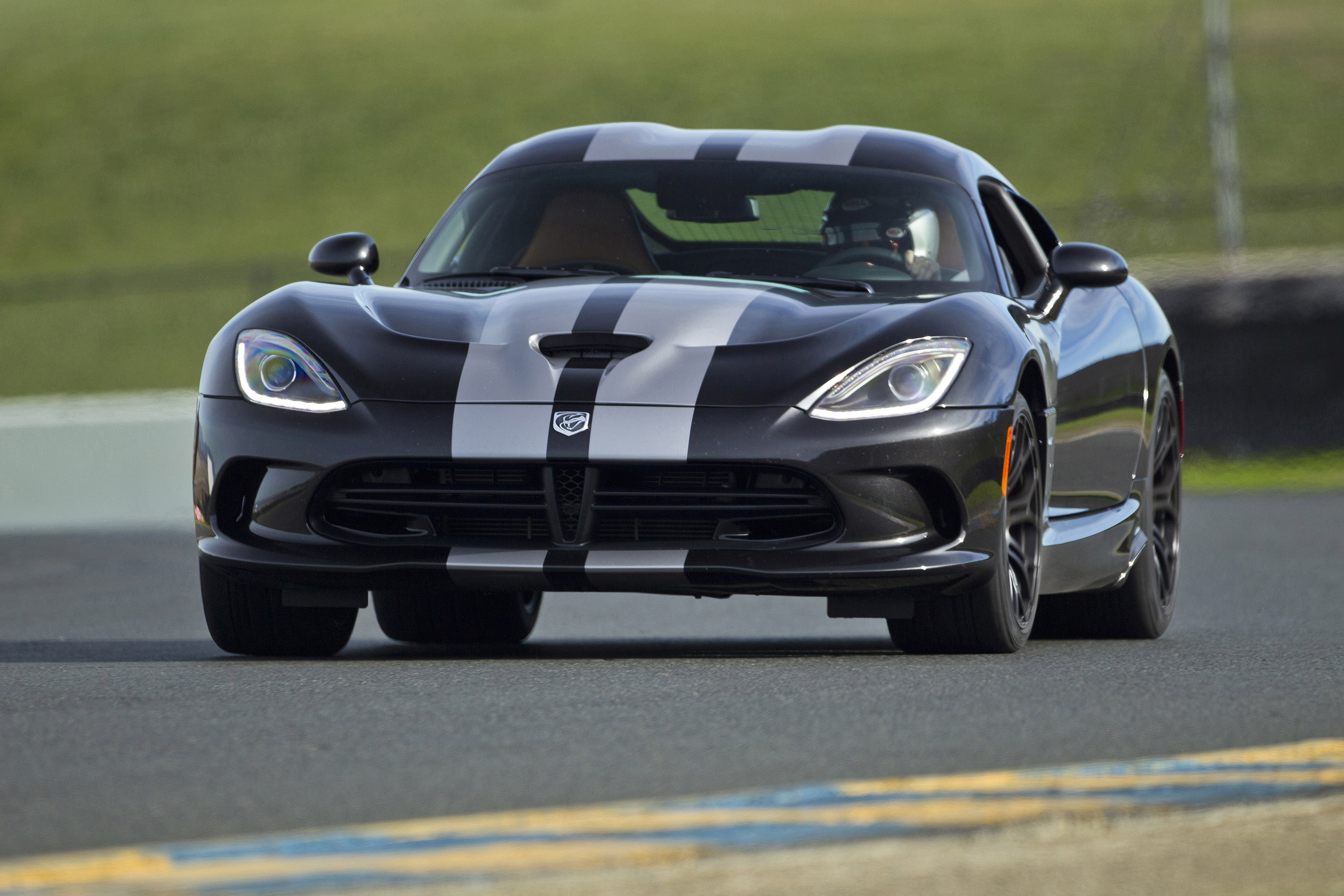 2015 Dodge Viper Gets More Horsepower and $15k Price Drop