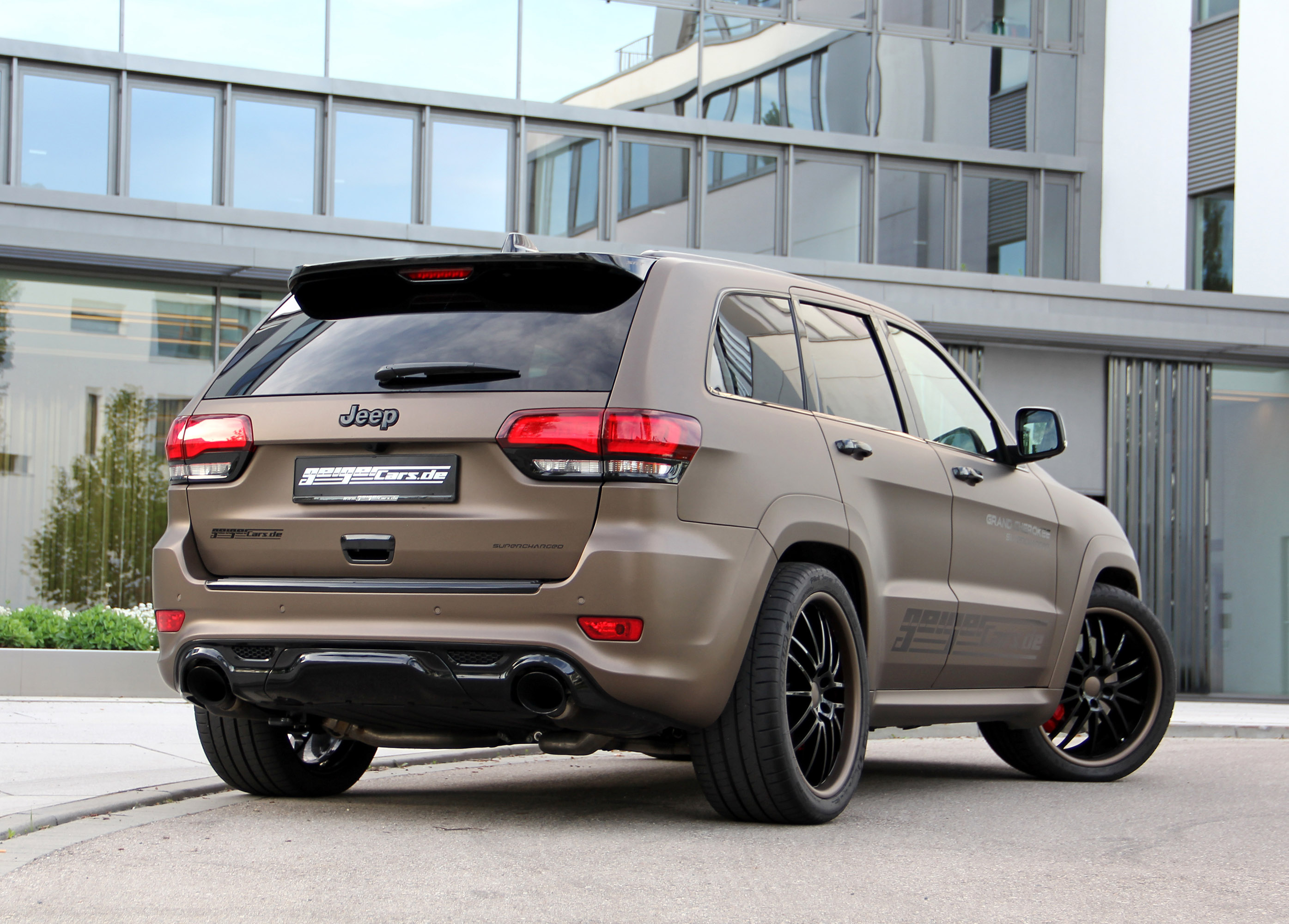 release more powerful jeep grand cherokee srt. Black Bedroom Furniture Sets. Home Design Ideas