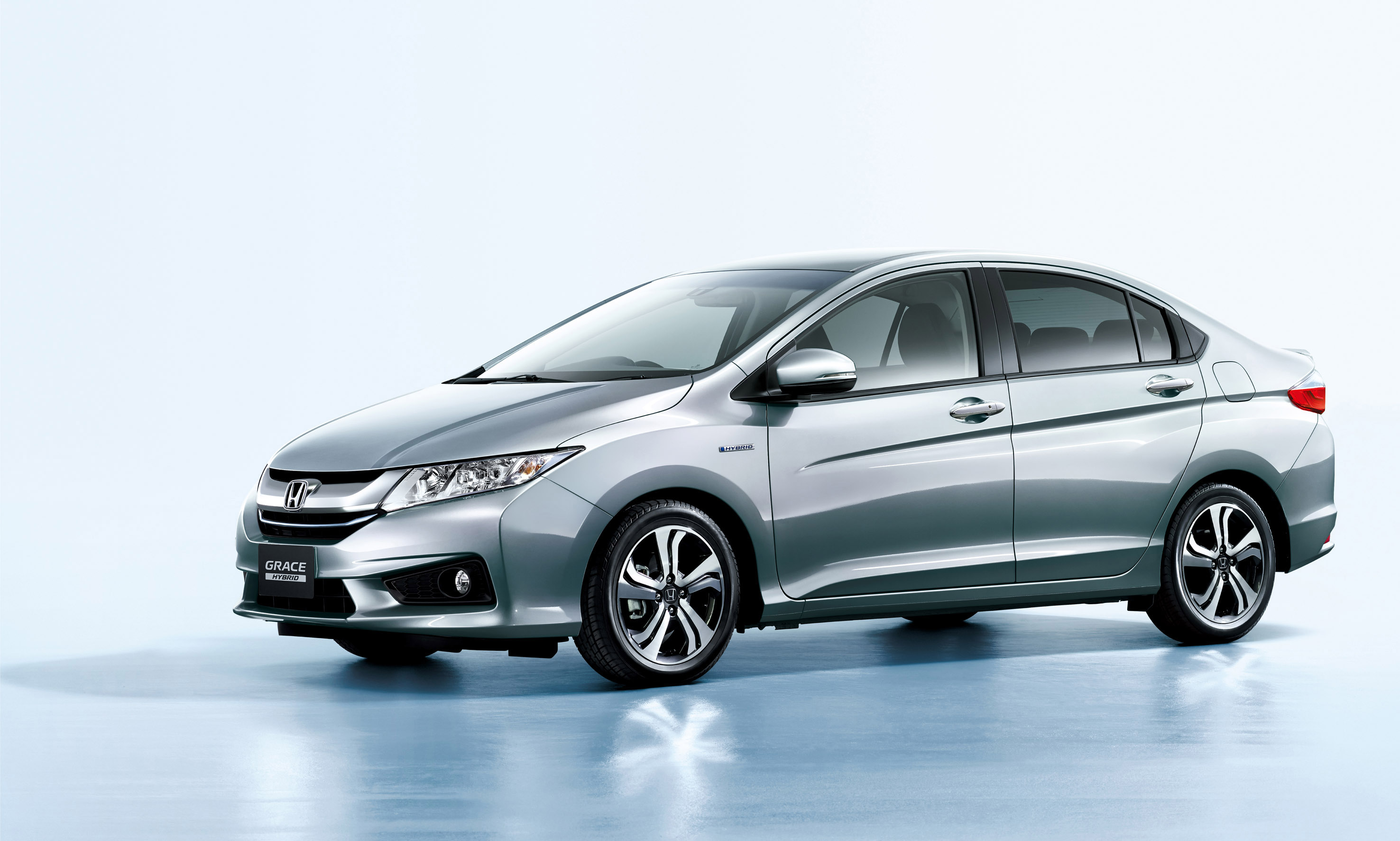 "Honda Introduces Most Efficient Hybrid Sedan Named ""Grace"""