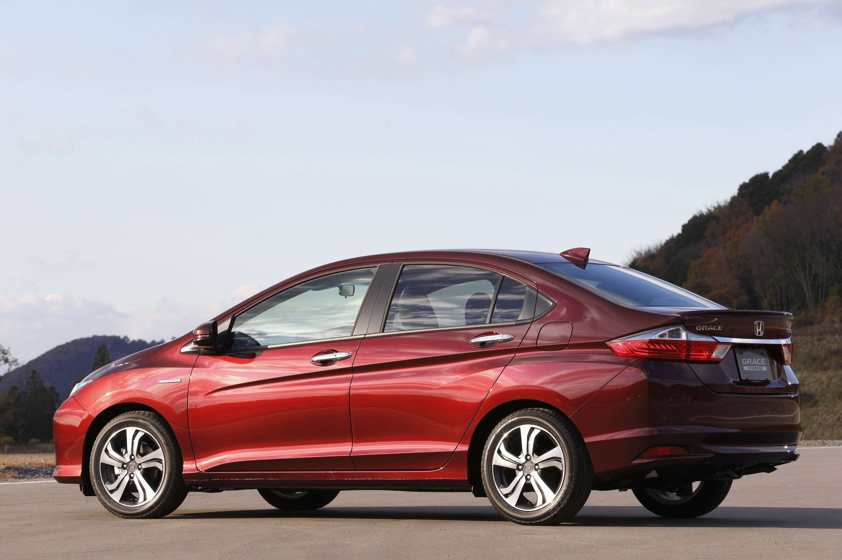 Honda Introduces Most Efficient Hybrid Sedan Named Quot Grace Quot