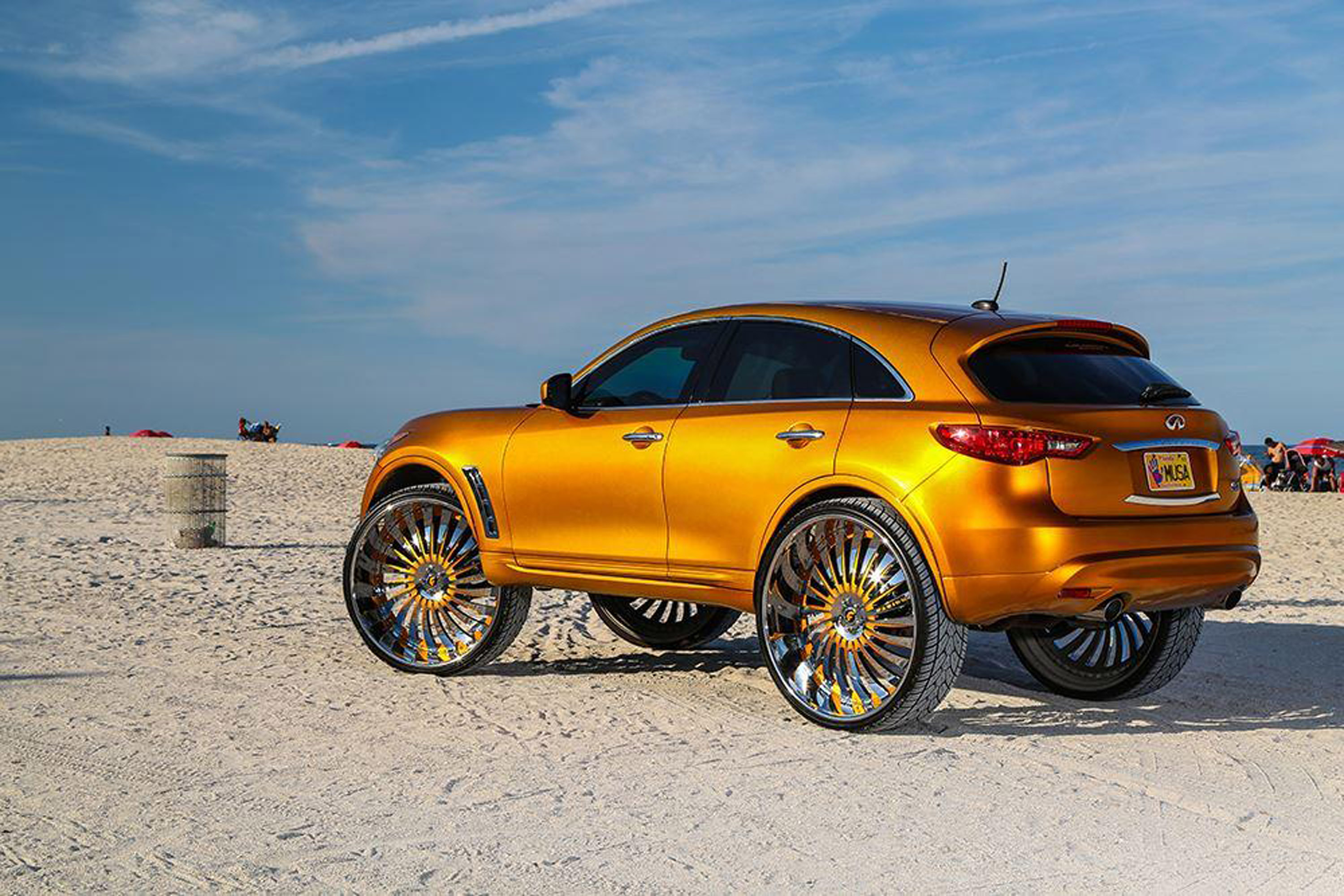 Infiniti Fx With 32 Inch Autonomo L Wheels