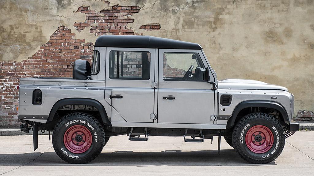 Custom Kahn Land Rover Defender 110 Makes Impressive Debut