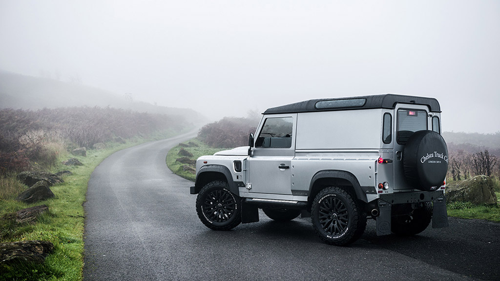 kahn continues its strong relationship with land rover. Black Bedroom Furniture Sets. Home Design Ideas