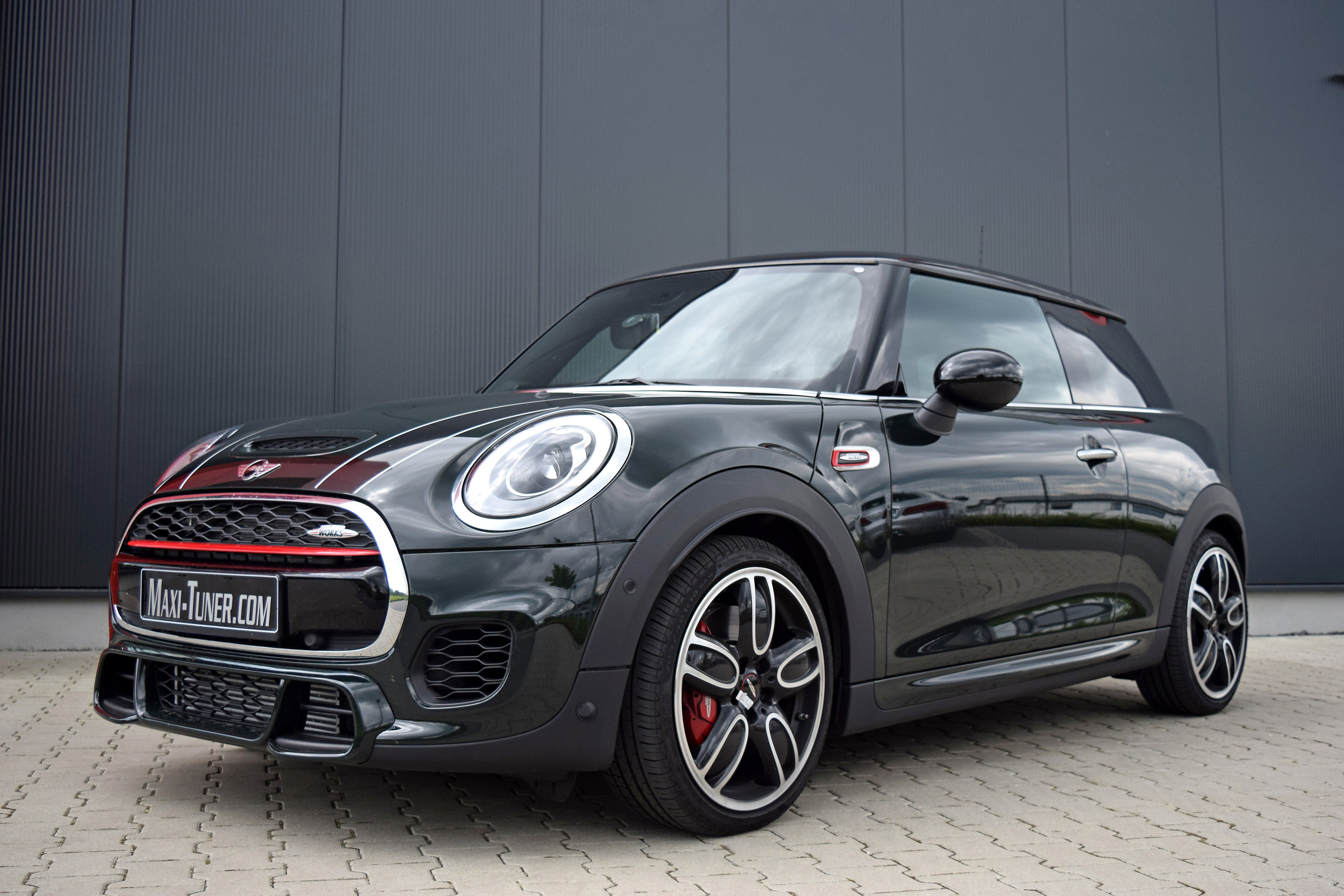 maxi tuner mini john cooper works is 260hp and 390nm strong. Black Bedroom Furniture Sets. Home Design Ideas