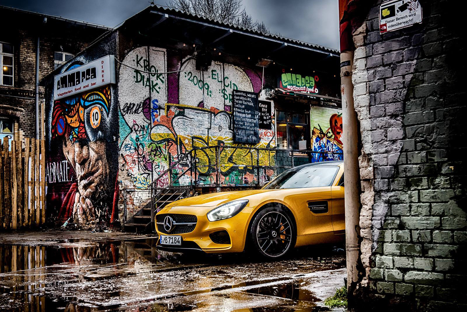 mercedes benz amg gt s shows its versatile character in berlin. Black Bedroom Furniture Sets. Home Design Ideas