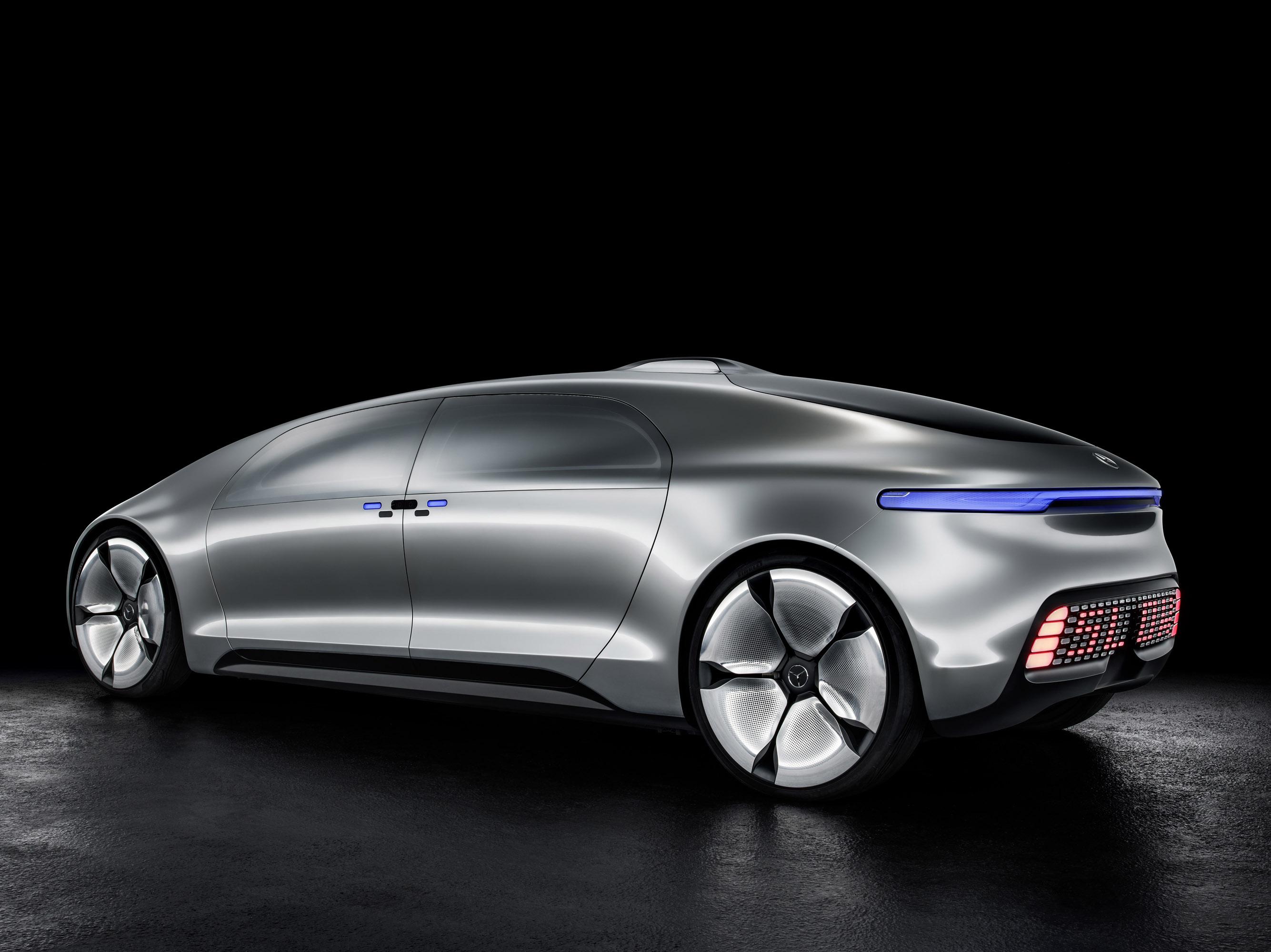 Mercedes benz f 015 luxury in motion automobile revolution for Mercedes benz luxury
