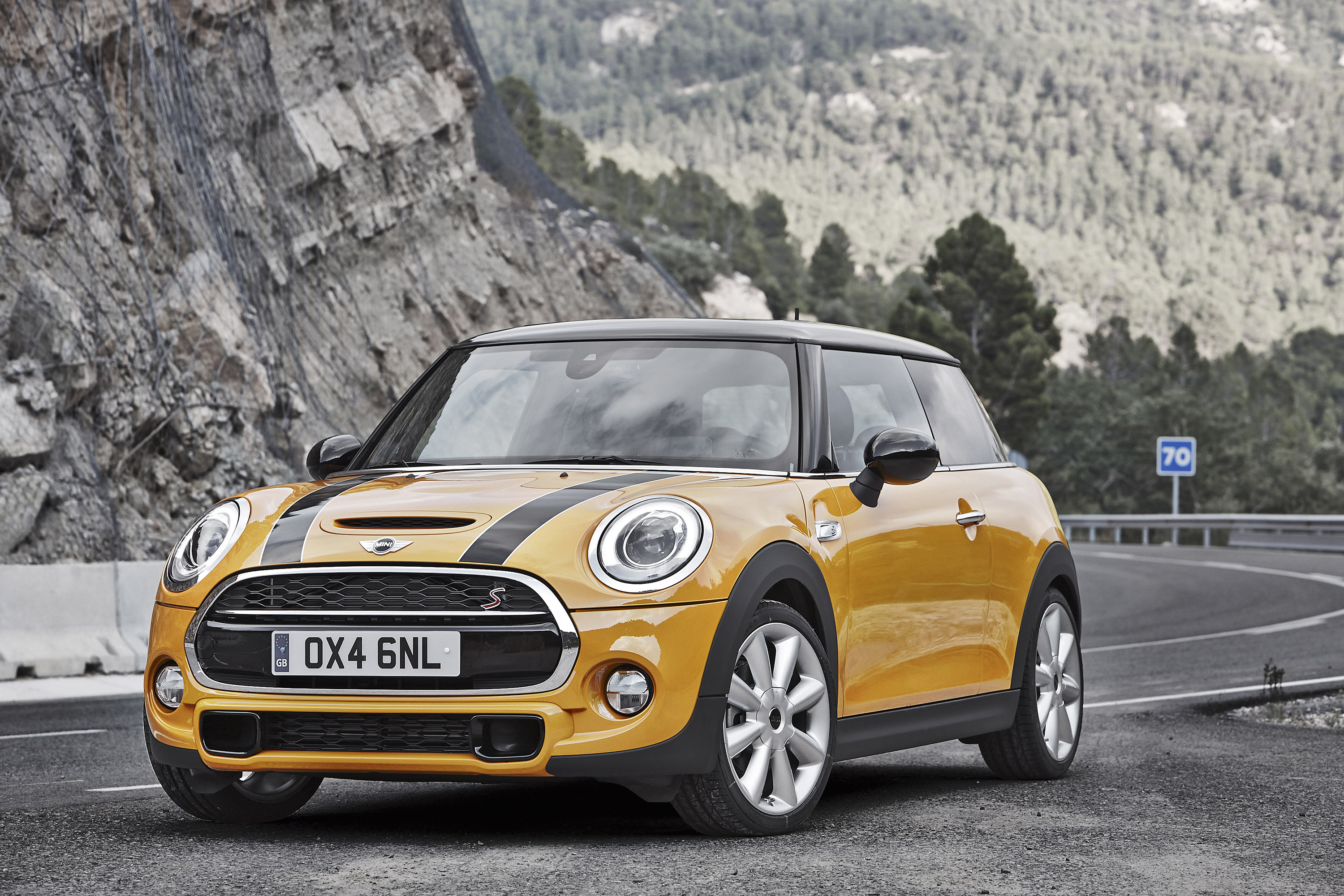 mini reveals 2015 cooper and cooper s models. Black Bedroom Furniture Sets. Home Design Ideas