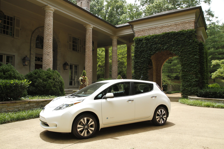 Nissan Leaf The World S Cleanest Self Washing Car