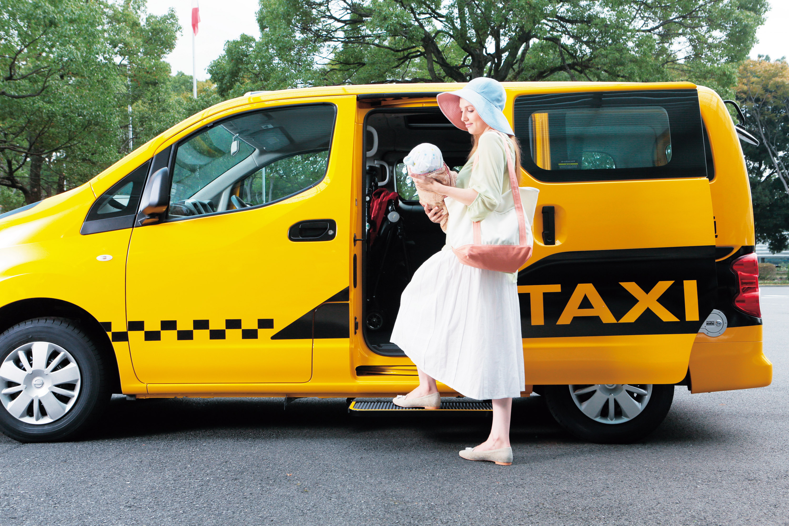 Nissan Introduces its New Generation NV200 Taxi in Japan