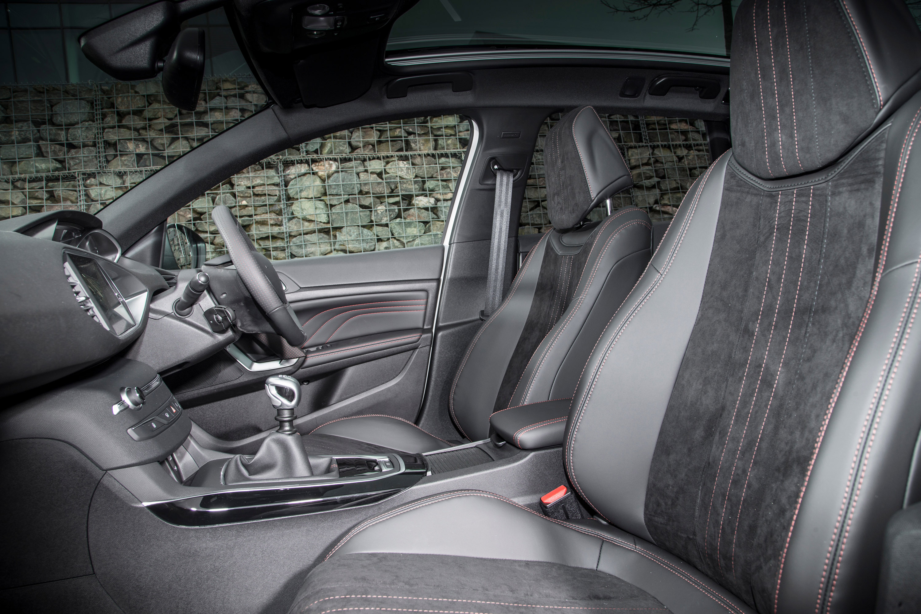 Peugeot unleashes the mighty gt line for Interieur 308 gt line
