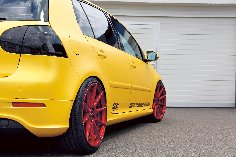 RFK Volkswagen Golf Mk 5 in Pure Gold?