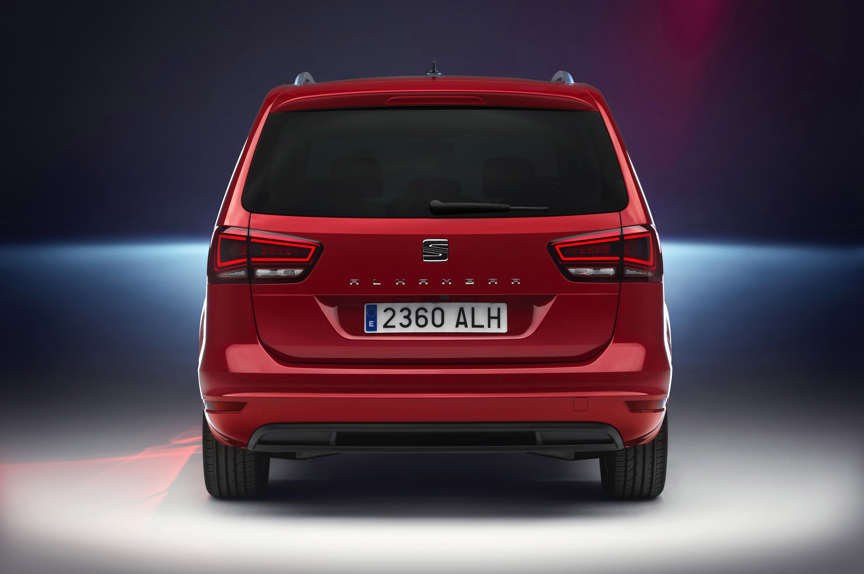 updated seat alhambra is more efficient but more powerful. Black Bedroom Furniture Sets. Home Design Ideas